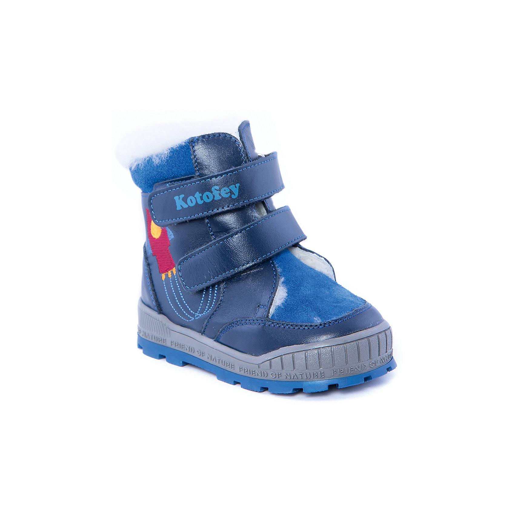 Ботинки для мальчика КотофейБотинки для мальчика от известного российского бренда Котофей<br><br>Теплые ботинки не только хорошо сидят на ноге - они легко надеваются благодаря удобной липучке. Эта модель создана с учетом особенностей развития детской стопы, поэтому все детали проработаны особенно тщательно.<br><br>Особенности модели: <br><br>- цвет - синий;<br>- вышивка - ракета;<br>- внутри натуральный мех;<br>- верх – натуральная кожа;<br>- комфортная колодка;<br>- подкладка утепленная;<br>- вид крепления – клеевой;<br>- защита пальцев;<br>- амортизирующая устойчивая подошва;<br>- застежка - липучка.<br><br>Дополнительная информация:<br><br>Температурный режим: <br><br>от -25° С до 0° С<br><br>Состав:<br>верх – натуральная кожа;<br>подкладка - овчина;<br>подошва - ТЭП;<br><br>Ботинки для мальчика Котофей можно купить в нашем магазине.<br><br>Ширина мм: 262<br>Глубина мм: 176<br>Высота мм: 97<br>Вес г: 427<br>Цвет: синий<br>Возраст от месяцев: 21<br>Возраст до месяцев: 24<br>Пол: Мужской<br>Возраст: Детский<br>Размер: 24,26,23,25<br>SKU: 4315268