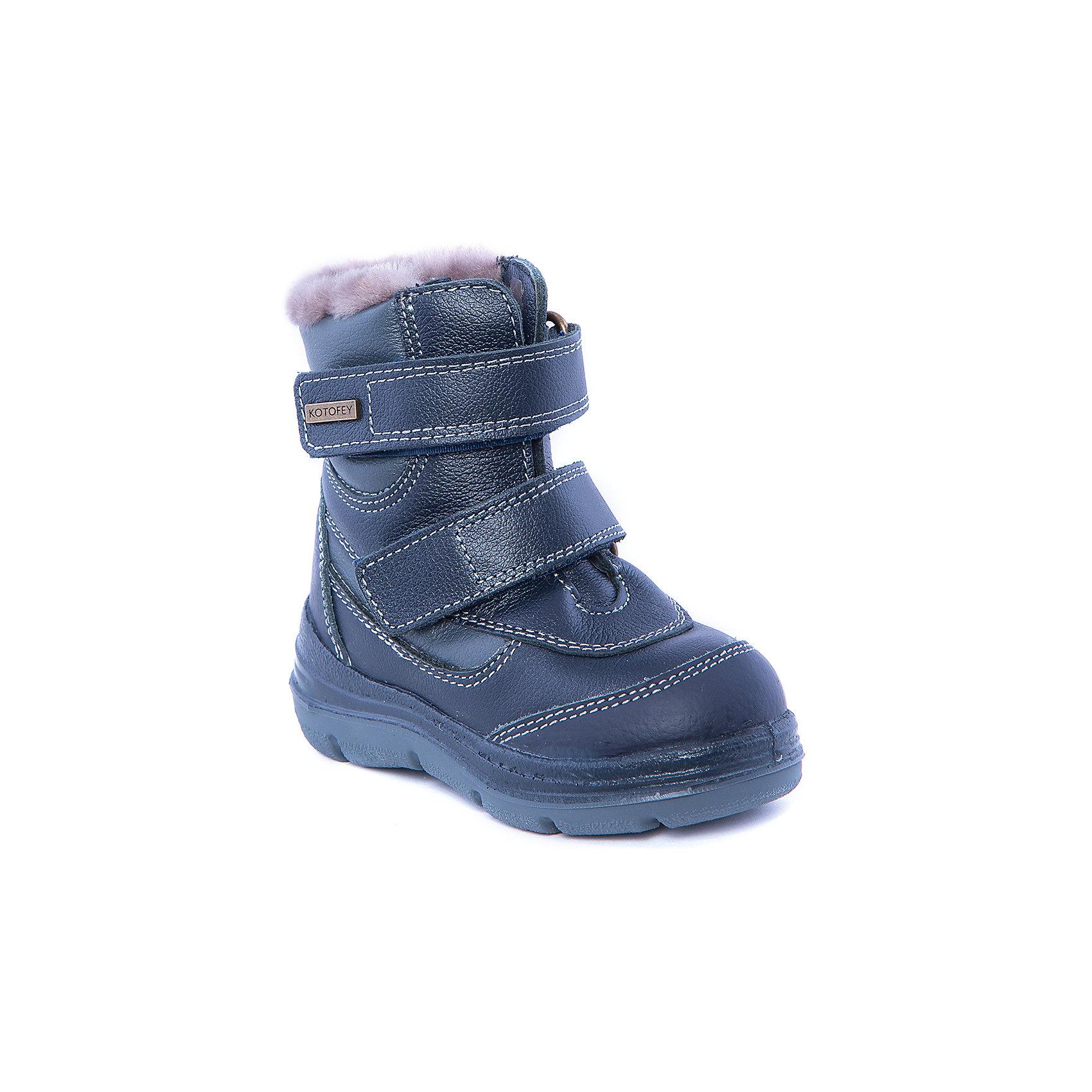Ботинки для мальчика КотофейБотинки для мальчика от известного российского бренда Котофей<br><br>Теплые ботинки не только хорошо сидят на ноге - они легко надеваются благодаря удобной липучке. Эта модель создана с учетом особенностей развития детской стопы, поэтому все детали проработаны особенно тщательно.<br><br>Особенности модели: <br><br>- цвет - синий, серый;<br>- контрастная прошивка;<br>- внутри натуральный мех;<br>- верх – натуральная кожа;<br>- комфортная колодка;<br>- подкладка утепленная;<br>- вид крепления – литьевой;<br>- защита пальцев и пятки;<br>- амортизирующая устойчивая подошва;<br>- застежка - липучка.<br><br>Дополнительная информация:<br><br>Температурный режим: <br><br>от -25° С до 0° С<br><br>Состав:<br>верх – натуральная кожа;<br>подкладка - овчина;<br>подошва - ТЭП;<br><br>Ботинки для мальчика Котофей можно купить в нашем магазине.<br><br>Ширина мм: 262<br>Глубина мм: 176<br>Высота мм: 97<br>Вес г: 427<br>Цвет: синий<br>Возраст от месяцев: 24<br>Возраст до месяцев: 24<br>Пол: Мужской<br>Возраст: Детский<br>Размер: 25,27,28,29,30,24,31,23,26<br>SKU: 4315288