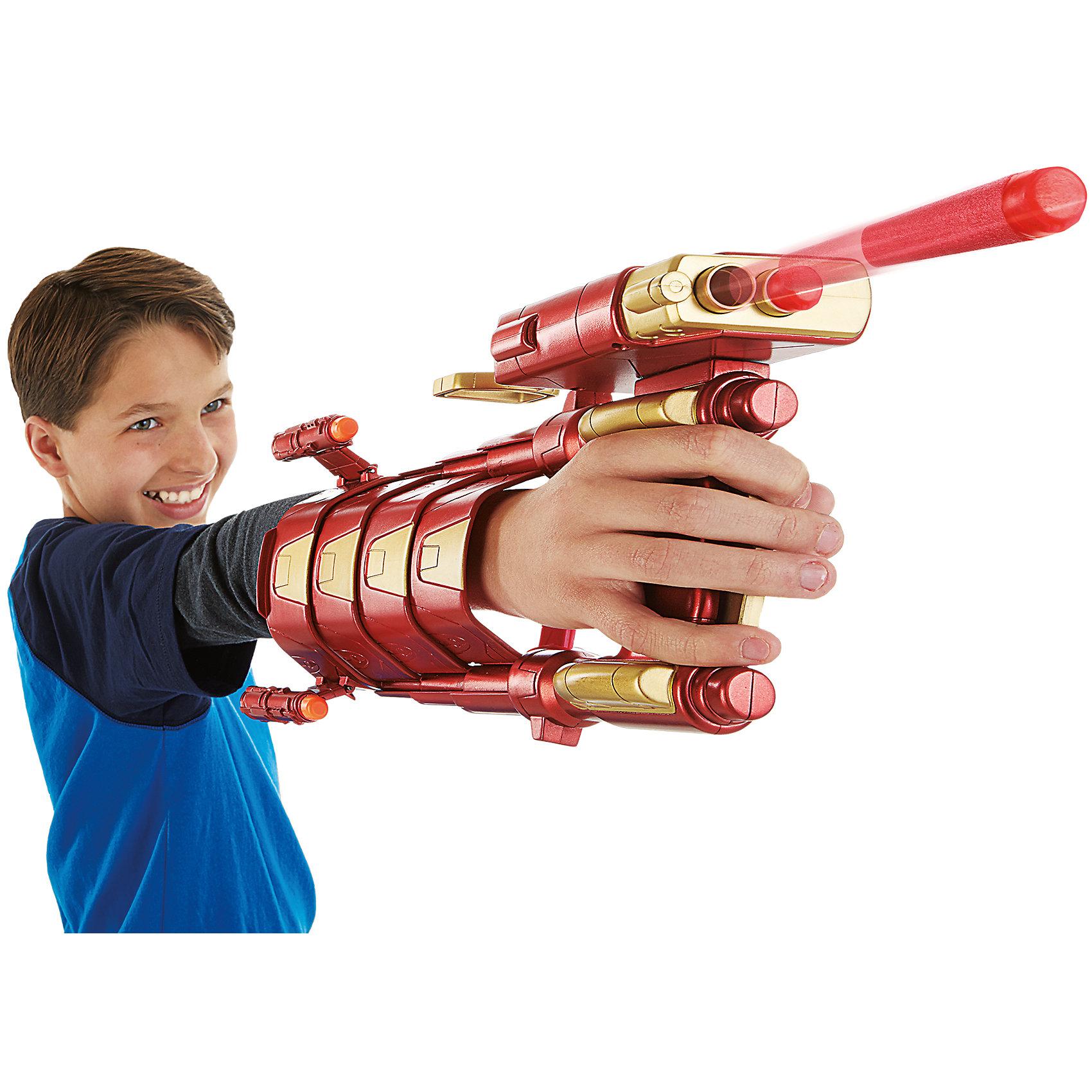 Боевая броня Железного ЧеловекаИгрушки<br>Боевая броня Железного Человека.<br><br>Характеристики:<br><br>- В комплекте: боевая броня, 2 стрелы Nerf<br>- Материал: пластик<br>- Цвет: красный, золотистый<br>- Размер упаковки: 31,8х8.3х21,6 см.<br><br>Боевая броня Железного Человека - игрушка, созданная по мотивам фильма Первый мститель. Противостояние. С ней мальчик сможет почувствовать себя настоящим супергероем, знаменитым Тони Старком и вступить в бой с силами зла, защищая невинных! Броня удобно крепится на руке и стреляет стрелами Nerf. На ручке захвата располагаются два спусковых крючка. Верхний - для стрельбы, нижний раздвигает броню по руке прямо, как у Железного Человека. Броня выполнена из прочного пластика высокого качества в красном цвете с использованием золотистых элементов и выглядит очень эффектно. Ее очень просто удобно перезаряжать, что позволит не отвлекаться от перестрелки. Мягкие стрелы Nerf исключают возможность травмирования.<br><br>Набор «Боевая броня Железного Человека» можно купить в нашем интернет-магазине.<br><br>Ширина мм: 319<br>Глубина мм: 218<br>Высота мм: 86<br>Вес г: 472<br>Возраст от месяцев: 72<br>Возраст до месяцев: 120<br>Пол: Мужской<br>Возраст: Детский<br>SKU: 4326305