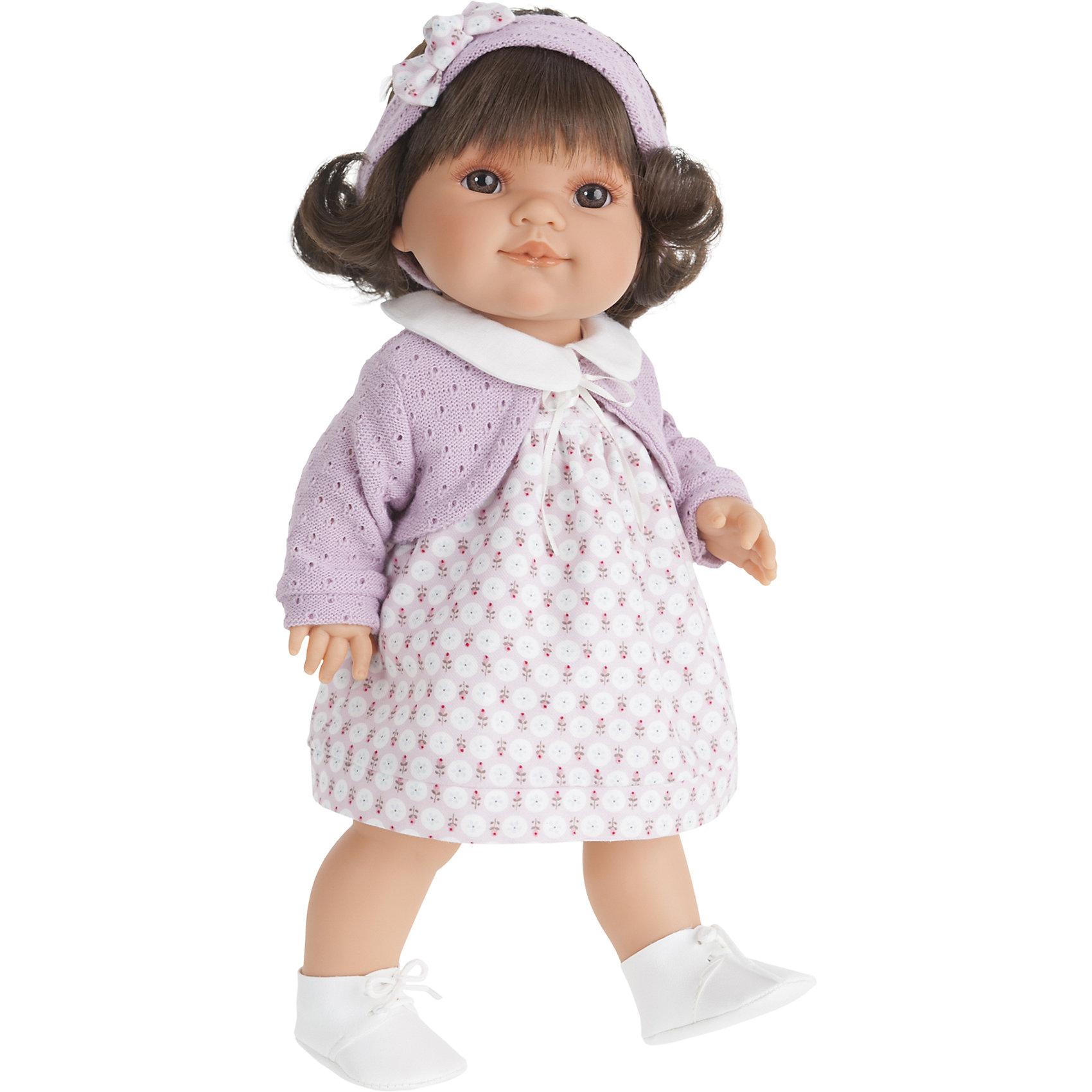 Кукла Сальма, 38 см, Munecas Antonio JuanКукла Сальма, 38 см, Munecas Antonio Juan (Мунекас Антонио Хуан) – это высококачественные куклы из Испании, популярные во всем мире.<br>Кукла Сальма выглядит совсем как ребенок. Ее карие глаза с пушистыми ресницами и приятная улыбка не оставят вас равнодушными. Вздернутый носик и пухленькие губки добавляют лицу особую выразительность и натуральность. Каштановые волосы Сальмы выглядят как настоящие, их можно расчесывать и заплетать в разнообразные прически. Сальма выполнена с поразительной детализацией, вплоть до ноготочков и складочек на теле. Тело куклы полностью виниловое, ее можно купать. Руки, ноги и голова подвижны. Глаза не закрываются. Сальма одета в красивое цветастое платье, светло-фиолетовое болеро и белые ботиночки на шнурках. На голове - повязка с бантиком. Образы малышей Мунекас разработаны известными европейскими дизайнерами. Они натуралистичны, анатомически точны, копируют настоящих младенцев. Изготовлены из высококачественных материалов не вызывающих аллергических реакций.<br><br>Дополнительная информация:<br><br>- Высота куклы: 38 см.<br>- Материал: текстиль, высококачественный винил<br>- Упаковка: подарочная коробка<br>- Размер упаковки: 24,5х12х44 см.<br>- Вес: 1083 гр.<br><br>Куклу Сальма, 38 см, Munecas Antonio Juan (Мунекас Антонио Хуан) можно купить в нашем интернет-магазине.<br><br>Ширина мм: 245<br>Глубина мм: 120<br>Высота мм: 440<br>Вес г: 1083<br>Возраст от месяцев: 36<br>Возраст до месяцев: 84<br>Пол: Женский<br>Возраст: Детский<br>SKU: 4347293