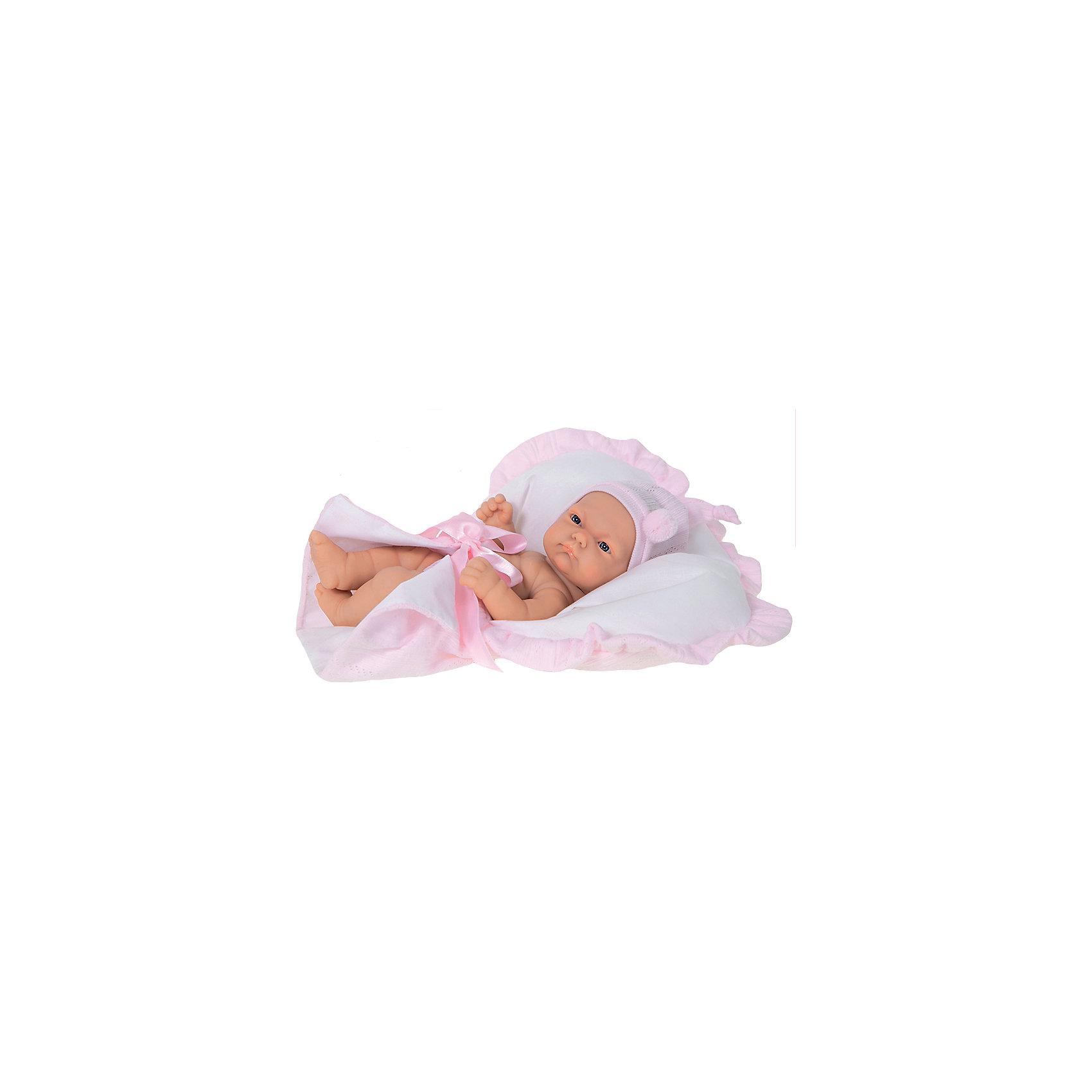 Кукла-младенец Лея, 26 см, Munecas Antonio JuanКукла-младенец Лея, 26 см, Munecas Antonio Juan (Мунекас Антонио Хуан) – это высококачественные куклы из Испании, популярные во всем мире.<br>Восхитительная кукла-младенец Лея порадует вашу малышку и подарит массу положительных эмоций. Кукла выполнена с анатомической точностью и натуралистичностью и является уменьшенной копией настоящего младенца с пухлыми щечками и поджатыми губками. Лея одета в розовое платье, на голове – повязка с бантиком. В набор с куклой входит симпатичная розовая сумочка, которую девочка может использовать как переноску или кроватку. Кукла полностью изготовлена из высококачественного винила с покрытием софт-тач, мягкого и приятного на ощупь. Ручки и ножки подвижны. Глаза не закрываются. Встреча с такой куклой вызывает только одно желание - позаботиться о ней, прижать ее к себе, убаюкать. Такая игрушка - предел мечтаний любой девочки! Образы малышей Мунекас разработаны известными европейскими дизайнерами. Изготовлены из высококачественных материалов не вызывающих аллергических реакций.<br><br>Дополнительная информация:<br><br>- В наборе: кукла, люлька-переноска<br>- Высота куклы: 26 см.<br>- Материал: текстиль, высококачественный винил<br>- Упаковка: подарочная коробка<br>- Размер упаковки: 17,5х10х31 см.<br>- Вес: 630 гр.<br><br>Куклу-младенца Лея, 26 см, Munecas Antonio Juan (Мунекас Антонио Хуан) можно купить в нашем интернет-магазине.<br><br>Ширина мм: 175<br>Глубина мм: 100<br>Высота мм: 310<br>Вес г: 630<br>Возраст от месяцев: 36<br>Возраст до месяцев: 84<br>Пол: Женский<br>Возраст: Детский<br>SKU: 4347298
