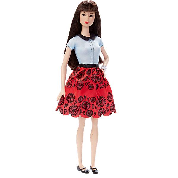 Кукла  Игра с модой, BarbieКуклы<br>Кукла Игра с модой, Barbie, порадует всех юных любительниц Барби и станет достойным пополнением их коллекции. Красавица Барби представлена в новом модном образе. У куклы длинные роскошные волосы, которые можно расчесывать и укладывать в различные прически. Барби одета в белую блузку с черным воротничком и красную юбку с модным принтом. Ее наряд эффектно дополняют черные туфельки и серебристый браслет на руке. Руки и ноги куклы подвижные. Игрушка оформлена в яркую подарочную коробку.<br><br>Дополнительная информация:<br><br>- Материал: пластик, текстиль.<br>- Высота куклы: 29 см.<br>- Размер упаковки: 33 х 16 х 6 см.<br>- Вес: 0,3 кг.<br><br>Куклу Игра с модой, Barbie, можно купить в нашем интернет-магазине.<br>Ширина мм: 324; Глубина мм: 126; Высота мм: 39; Вес г: 173; Возраст от месяцев: 36; Возраст до месяцев: 72; Пол: Женский; Возраст: Детский; SKU: 4349896;