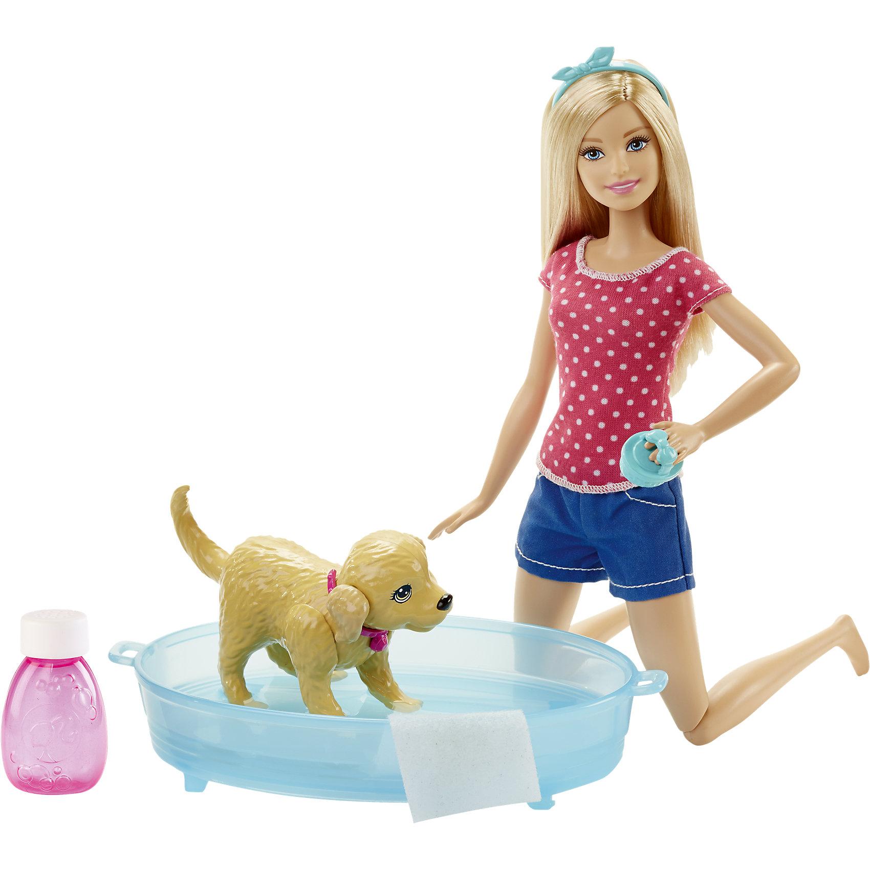 Игровой набор Водные забавы, BarbieПомоги Барби искупать своего любимого питомца, маленького щенка-непоседу! Посадите собачку в ванну с водой, а в прилагаемую фирменную бутылочку налейте и разведите водой собственный шампунь. Потом нажмите ей на спину и смотрите, как она плещется! Она вертится, отряхивается, машет хвостом, брызгается - совсем как живая. Теперь помоги Барби вытереть щенка специальным полотенцем. <br><br>Дополнительная информация:<br><br>- Материал: пластик, текстиль.<br>- Размер куклы: 29 см.<br>- Комплектация: кукла Барби в одежде, собака, пластмассовая ванночка, полотенце и расческа для нее, бутылочка для шампуня.<br>- Голова, руки, ноги куклы подвижные.<br>- Собачка подвижная.<br><br>Игровой набор Водные забавы, Barbie (Барби), можно купить в нашем магазине.<br><br>Ширина мм: 330<br>Глубина мм: 241<br>Высота мм: 68<br>Вес г: 362<br>Возраст от месяцев: 36<br>Возраст до месяцев: 72<br>Пол: Женский<br>Возраст: Детский<br>SKU: 4349919