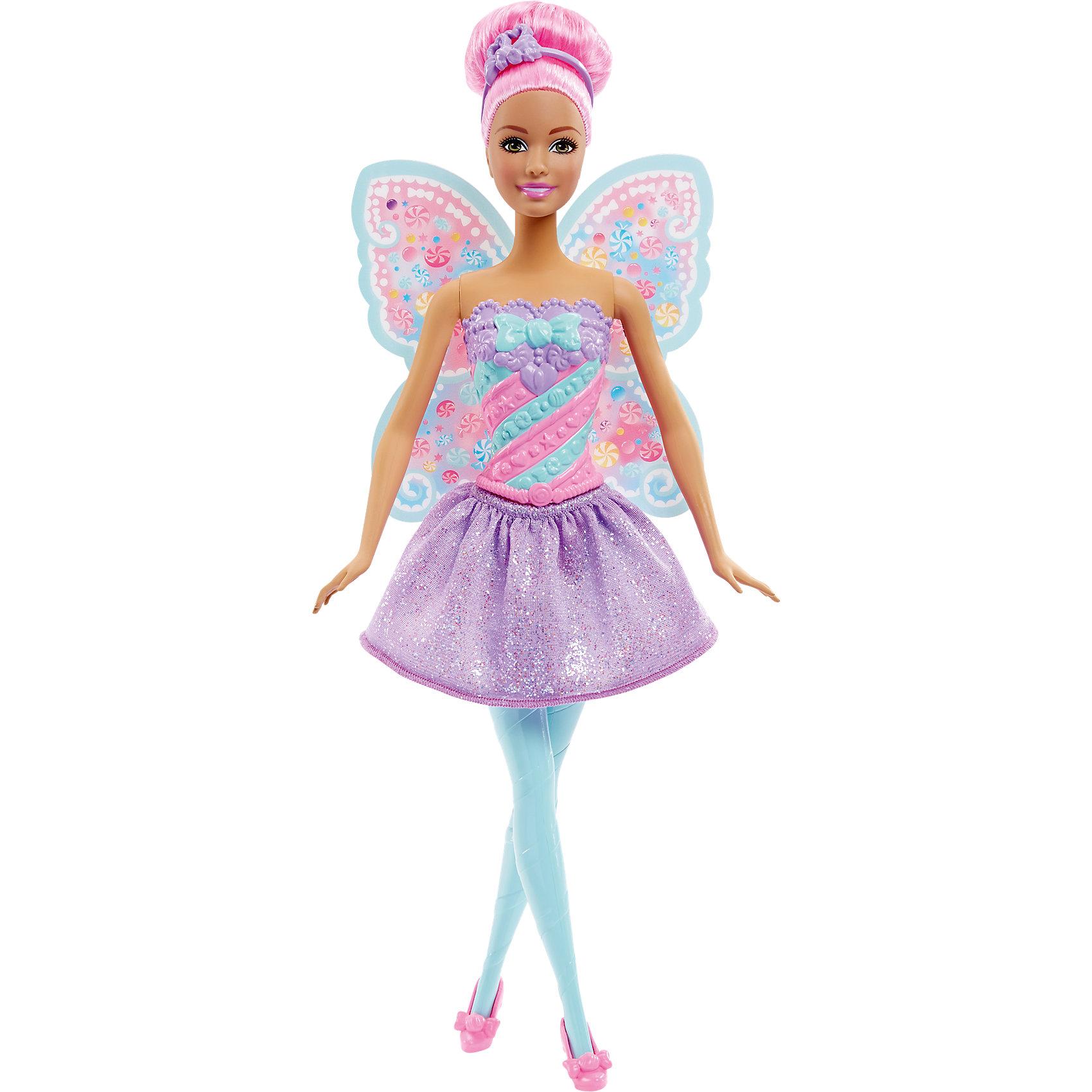 Конфетная кукла-фея Sweet, BarbieBarbie<br>Очаровательная конфетная кукла-фея Sweet станет прекрасным подарком для девочки. Кукла одета в красивое платье с нежной расцветкой и подолом с блестками, волосы уложены в прическу с ободком. Все конечности подвижны, что позволит посадить куклу в подходящую для игры позу. Милые крылышки феи помогут девочке окунуться в мир волшебства вместе с Barbie.<br><br>Дополнительная информация:<br>Материал: пластик<br>Вес: 175 грамм<br>Конфетную куклу-фею Sweet можно приобрести в нашем интернет-магазине.<br><br>Ширина мм: 325<br>Глубина мм: 126<br>Высота мм: 46<br>Вес г: 177<br>Возраст от месяцев: 36<br>Возраст до месяцев: 72<br>Пол: Женский<br>Возраст: Детский<br>SKU: 4349936