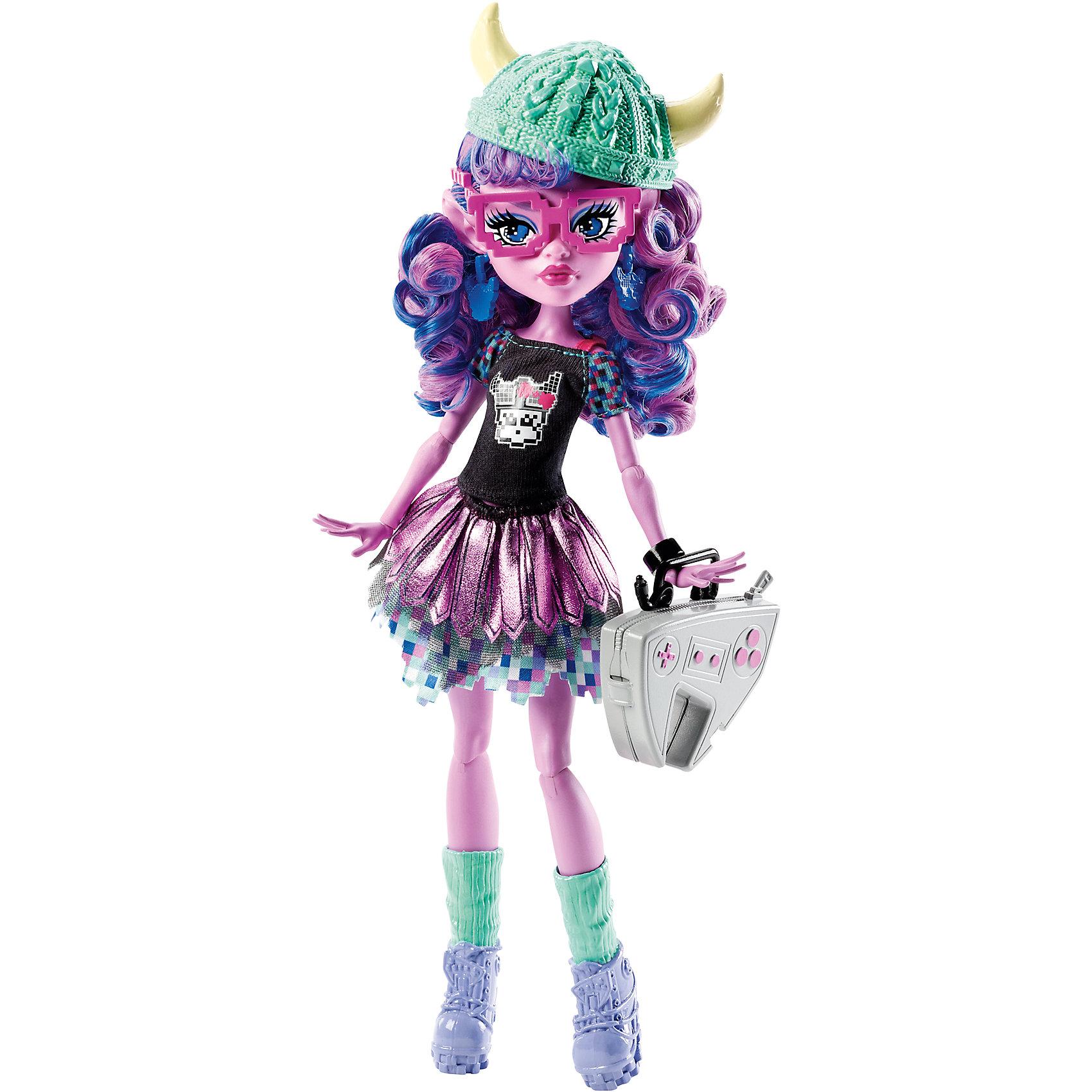 Кукла Керсти Троллсон Boo students, Monster HighКукла Керсти Троллсон, Boo students, Monster High (Монстер Хай) - экстравагантная девушка-монстр из популярного мультсериала Школа монстров. Керсти - дочь тролля, страстная любительница видеоигр, и хотя физически она гораздо слабее своих братьев троллей, но зато в разы умнее их. Ее невероятные аналитические и стратегические способности позволяют ей преуспевать в компьютерных играх. Вместе с другими детьми знаменитых монстров она учится в Школе монстров, где каждый из учеников отличается своими уникальными особенностями и способностями. <br><br>Новая линейка кукол Brand-Boo students (Монстры по обмену) посвящена такому важному событию в жизни Школы, как обмен студентами из разных учебных заведений. Вместе с другим новыми персонажами в хорошо знакомую нам Монстер Хай прибывает и Керсти Троллсон (Kjersti Trollson). У куклы кудрявые розово-синие волосы, длинные заостренные ушки и голубые пиксельные глаза. Она одета в стильный геймерский наряд - ее двухслойная юбочка сделана словно из кожаных лоскутков и пикселей, а черная футболка украшена принтом в виде компьютерного викинга. На ногах оригинальные серые ботинки с гетрами. Вязаная зеленая шапочка с рожками и геймерские очки эффектно дополняют ее образ. Туловище куклы на шарнирах, ноги и руки сгибаются и разгибаются, благодаря чему она может принимать различные положения.  В комплект также входит сумочка Керсти, выполненная в виде игровой приставки, и подставка.<br><br>Дополнительная информация:<br><br>- В комплекте: кукла, расческа, подставка, аксессуары.<br>- Материал: пластик, текстиль.<br>- Высота куклы: 27 см. <br>- Размер упаковки: 33 x 20 x 6 см.<br>- Вес: 0,315 кг.<br><br>Куклу Керсти Троллсон, Boo students, Monster High, можно купить в нашем интернет-магазине.<br><br>Ширина мм: 329<br>Глубина мм: 208<br>Высота мм: 73<br>Вес г: 309<br>Возраст от месяцев: 72<br>Возраст до месяцев: 120<br>Пол: Женский<br>Возраст: Детский<br>SKU: 4349952