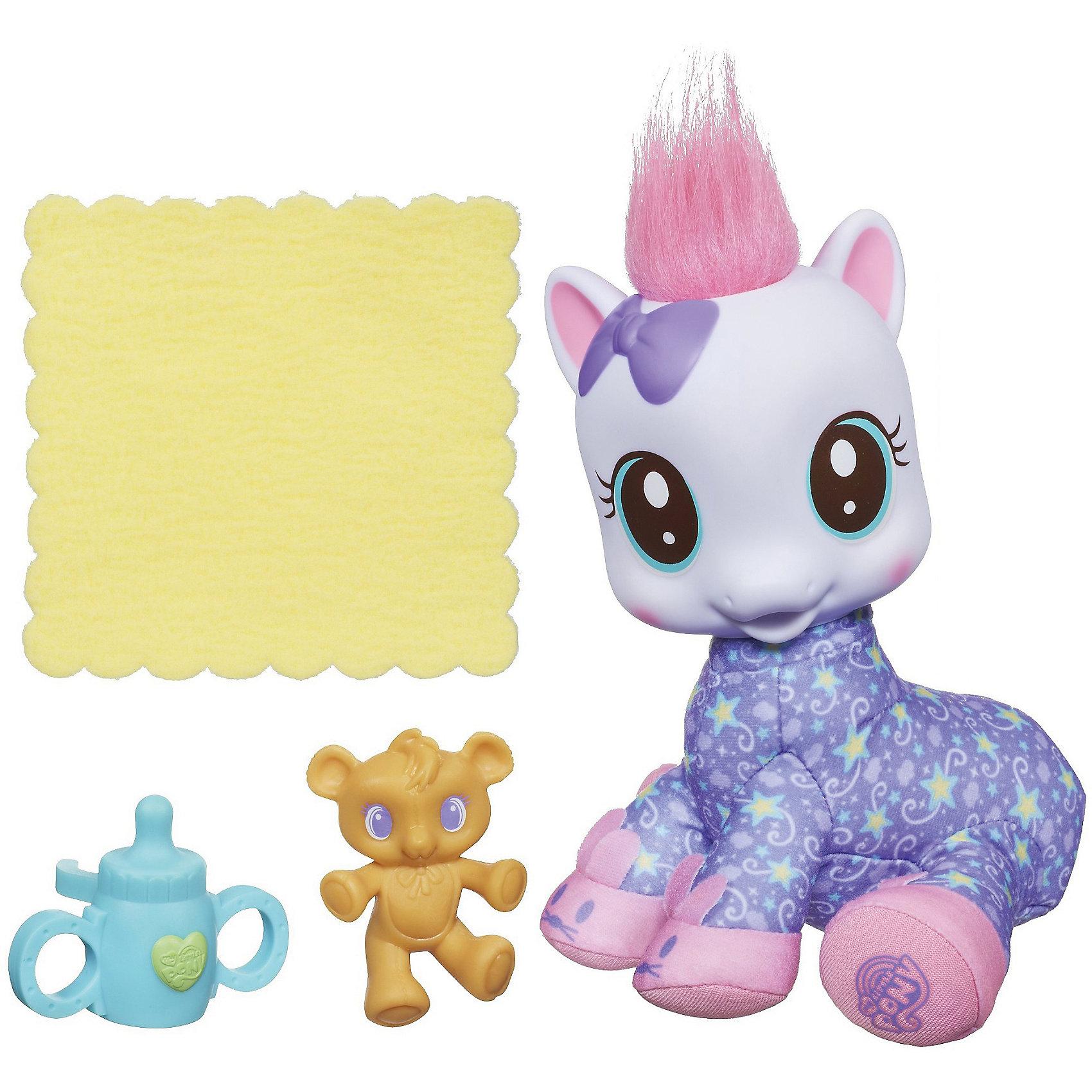 Мягкая малышка Lullaby Moon, My little PonyДевочки могут кормить своих плюшевых друзей пони! В наборе потрясающие аксессуары, очень простые в использовании. <br>В комплекте: маленькая пони с румянцем на щечках (голова пони пластиковая, тельце мягкое), аксессуары (соска, игрушка, бутылочка).<br><br>Дополнительная информация:<br><br>- Высота маленькой пони: 17 см.<br><br>My little Pony Мягкую малышку  Lullaby Moon можно купить в нашем магазине.<br><br>Ширина мм: 205<br>Глубина мм: 75<br>Высота мм: 200<br>Вес г: 320<br>Возраст от месяцев: 36<br>Возраст до месяцев: 72<br>Пол: Женский<br>Возраст: Детский<br>SKU: 4352940