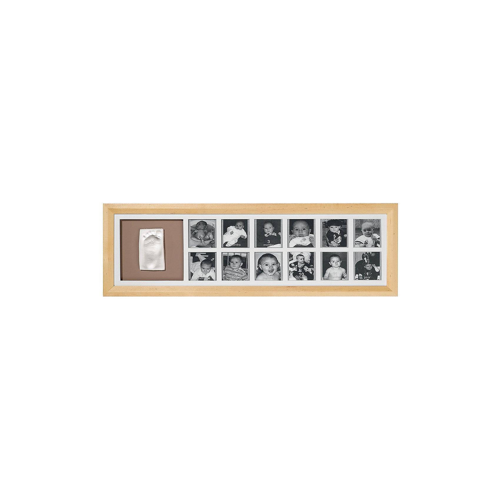 Фоторамка Первый год, Baby Art, деревоПредметы интерьера<br>Создайте фотогалерею со снимками вашего малыша. Фоторамка Baby Art (Беби Арт) «Первый год» состоит из 12 окошек, в которые помещаются фотографии малыша. Рядом со снимками находится окошко для отпечатка ручки или ножки крохи. Создать гипсовую скульптуру несложно: материал надо размять в руках, раскатать, оставить след ручки, затем выровнять края изделия, после чего высушить готовый отпечаток в гипсовом «наряде». После того, как изделие высохнет, с помощью клейкой ленты отпечаток надо приклеить в специальное окошко рядом с 12-ю снимками. <br><br><br>Комплектация набора «First Year Print Frame»:<br>• фоторамка;<br>• гипсовый слепок;<br>• скалка;<br>• клейкая лента;<br>• инструкция. <br>Фоторамку Первый год, Baby Art, дерево можно купить в нашем интернет-магазине.<br><br>Ширина мм: 584<br>Глубина мм: 203<br>Высота мм: 50<br>Вес г: 1227<br>Цвет: holzfarben<br>Возраст от месяцев: 0<br>Возраст до месяцев: 12<br>Пол: Унисекс<br>Возраст: Детский<br>SKU: 4353365