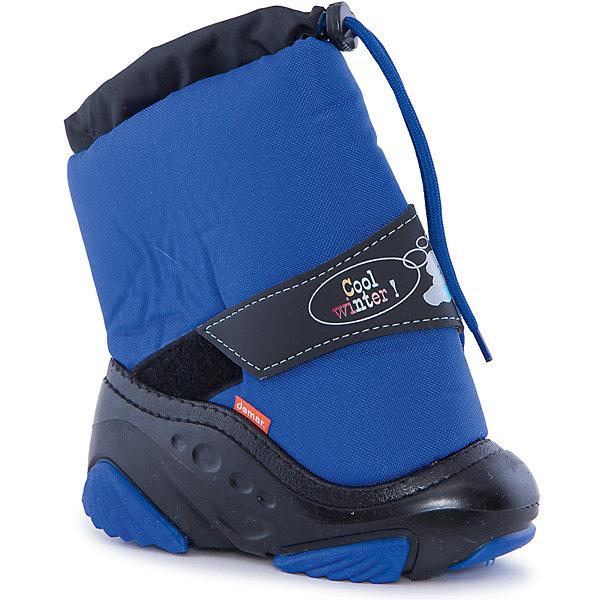 Сноубутсы Snowmen для мальчика DemarСноубутсы<br>Характеристики товара:<br><br>• цвет: синий<br>• материал верха: текстиль<br>• материал подкладки: 100% натуральная шерсть <br>• материал подошвы: ТЭП<br>• температурный режим: от -25° до 0° С<br>• верх не продувается, пропитка от грязи и влаги<br>• анискользящая подошва<br>• шнуровка<br>• усиленные пятка и носок<br>• страна бренда: Польша<br>• страна изготовитель: Польша<br><br>Зима - это время катания с горок, игр в снежки, лепки снеговиков и прогулок в снегопад! Чтобы не пропустить главные зимние удовольствия, нужно запастись теплой и удобной обувью. Такие сапожки обеспечат ребенку необходимый для активного отдыха комфорт, а подкладка из натуральной овечьей шерсти позволит ножкам оставаться теплыми. Сапожки легко надеваются и снимаются, отлично сидят на ноге. Они удивительно легкие!<br>Обувь от польского бренда Demar - это качественные товары, созданные с применением новейших технологий и с использованием как натуральных, так и высокотехнологичных материалов. Обувь отличается стильным дизайном и продуманной конструкцией. Изделие производится из качественных и проверенных материалов, которые безопасны для детей.<br><br>Сапожки от бренда Demar (Демар) можно купить в нашем интернет-магазине.<br><br>Ширина мм: 257<br>Глубина мм: 180<br>Высота мм: 130<br>Вес г: 420<br>Цвет: голубой<br>Возраст от месяцев: 24<br>Возраст до месяцев: 36<br>Пол: Мужской<br>Возраст: Детский<br>Размер: 26/27,28/29,22/23,20/21,24/25<br>SKU: 4366095