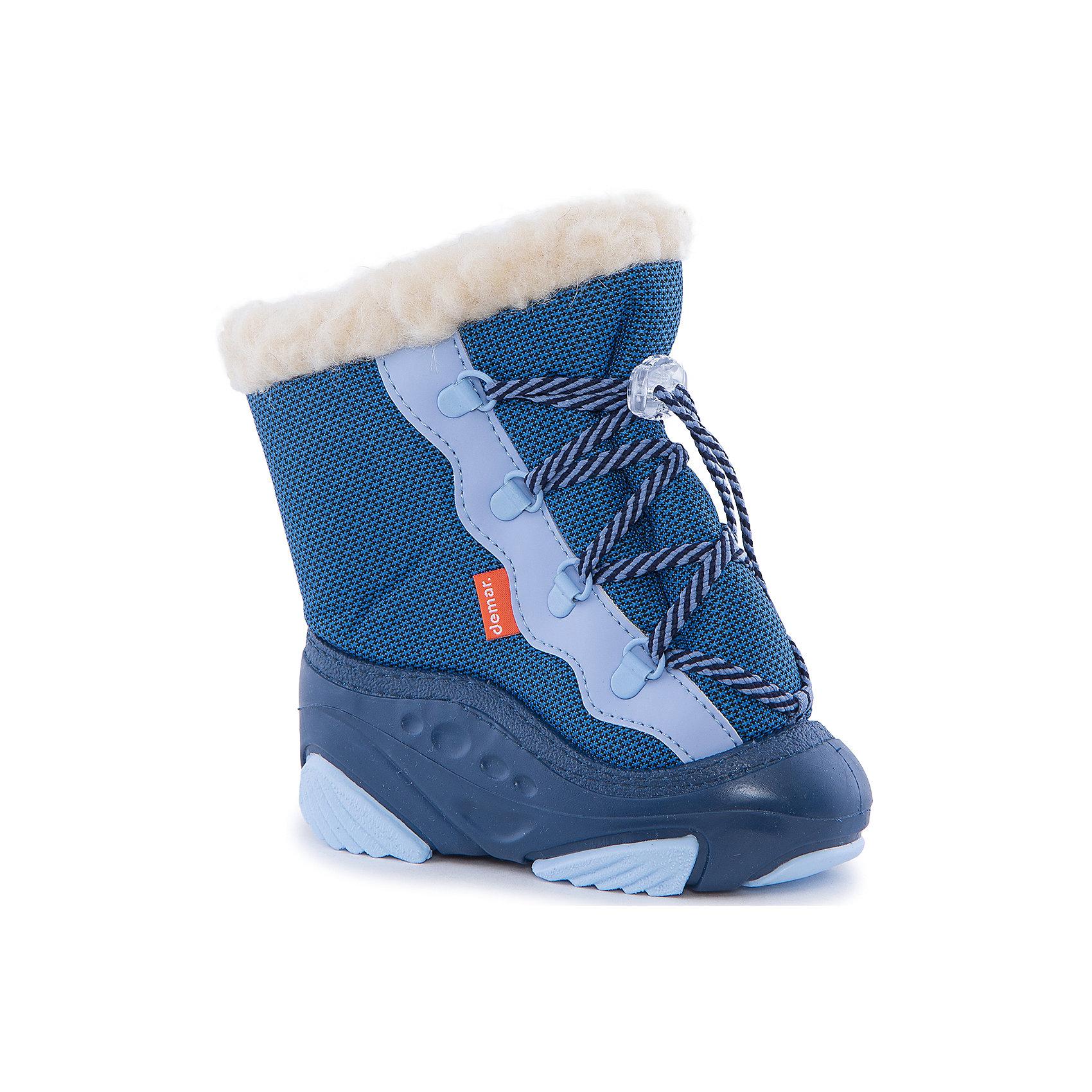 Сноубутсы Snow Mar для мальчика DemarСноубутсы<br>Характеристики товара:<br><br>• цвет: голубой<br>• материал верха: текстиль<br>• материал подкладки: 100% натуральная шерсть <br>• материал подошвы: ТЭП<br>• температурный режим: от -20° до 0° С<br>• верх не продувается, пропитка от грязи и влаги<br>• анискользящая подошва<br>• шнурок<br>• усиленные пятка и носок<br>• страна бренда: Польша<br>• страна изготовитель: Польша<br><br>Зима - это время катания с горок, игр в снежки, лепки снеговиков и прогулок в снегопад! Чтобы не пропустить главные зимние удовольствия, нужно запастись теплой и удобной обувью. Такие сапожки обеспечат ребенку необходимый для активного отдыха комфорт, а подкладка из натуральной овечьей шерсти позволит ножкам оставаться теплыми. Сапожки легко надеваются и снимаются, отлично сидят на ноге. Они удивительно легкие!<br>Обувь от польского бренда Demar - это качественные товары, созданные с применением новейших технологий и с использованием как натуральных, так и высокотехнологичных материалов. Обувь отличается стильным дизайном и продуманной конструкцией. Изделие производится из качественных и проверенных материалов, которые безопасны для детей.<br><br>Сапожки для мальчика от бренда Demar (Демар) можно купить в нашем интернет-магазине.<br><br>Ширина мм: 257<br>Глубина мм: 180<br>Высота мм: 130<br>Вес г: 420<br>Цвет: голубой<br>Возраст от месяцев: 48<br>Возраст до месяцев: 60<br>Пол: Мужской<br>Возраст: Детский<br>Размер: 28/29,20/21,22/23,26/27,24/25<br>SKU: 4366131