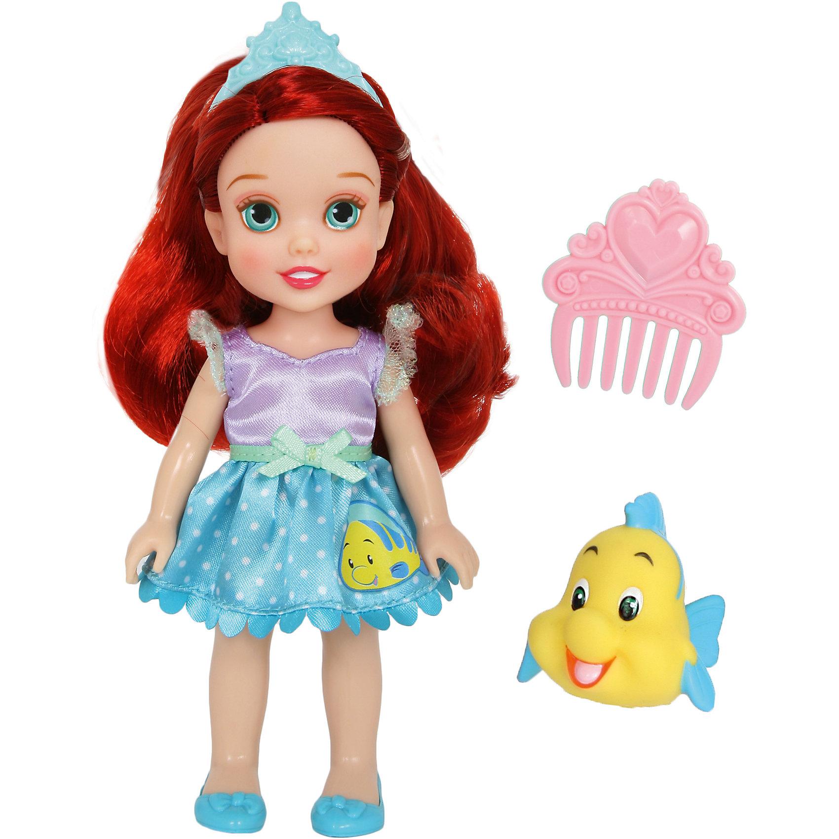Кукла  Малышка с питомцем: Ариэль, 15 см, Disney PrincessИгрушки<br>Кукла  Малышка с питомцем: Ариэль, 15 см, Disney Princess – эта маленькая принцесса станет отличным подарком для девочки!<br>Кукла Disney Малышка с питомцем: Ариэль непременно приведет в восторг вашу дочурку и обязательно станет ее любимой игрушкой. Кукла одета в платье с сиреневым лифом и голубой юбочкой в горошек с аппликацией в виде Флаундера. На голове Ариэль тиара. Волосы мягкие на ощупь, их можно заплетать и укладывать в различные прически. Глазки куклы выполнены по особой запатентованной технологии - линзы делают их яркими и живыми. Милую очаровательную малышку с выразительным личиком сопровождает ее любимый питомец, готовый встать на защиту в сложной ситуации. Благодаря играм с куклой, ваша девочка сможет развить фантазию и любознательность, овладеть навыками общения и научиться ответственности.<br><br>Дополнительная информация:<br><br>- В комплекте: кукла, питомец, гребешок<br>- Высота куклы: 15 см.<br>- Материал: пластик, текстиль<br><br>Куклу  Малышка с питомцем: Ариэль, 15 см, Disney Princess можно купить в нашем интернет-магазине.<br><br>Ширина мм: 140<br>Глубина мм: 195<br>Высота мм: 60<br>Вес г: 201<br>Возраст от месяцев: 36<br>Возраст до месяцев: 84<br>Пол: Женский<br>Возраст: Детский<br>SKU: 4401533