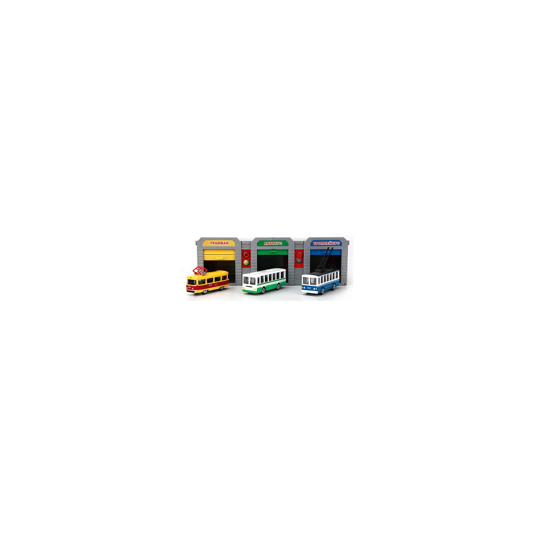 Гараж Городской транспортный парк с 3 машинами, ТехнопаркПарковки и гаражи<br>В этом наборе представлены практически все виды городского общественного транспорта: троллейбус, автобус и трамвай. Все машины прекрасно детализированы и реалистично раскрашены. Детали набора выполнены из высококачественных безопасных для детей материалов. Ребенку обязательно обрадуется своему собственному транспортному парку, кроме того, во время игры можно проработать с малышом ситуации, которые могут произойти в общественном транспорте и напомнить правила поведения в нем. <br><br>Дополнительная информация:<br><br>- Материал: пластик, металл.<br>- Комплектация: детали для 3 гаражей, троллейбус, автобус, трамвай. <br>- Размер одной машины: 7,5 см. <br>- Подвижные колеса. <br><br>Гараж Городской транспортный парк с 3 машинами, Технопарк, можно купить в нашем магазине.<br><br>Ширина мм: 620<br>Глубина мм: 380<br>Высота мм: 550<br>Вес г: 600<br>Возраст от месяцев: 36<br>Возраст до месяцев: 84<br>Пол: Мужской<br>Возраст: Детский<br>SKU: 4408247
