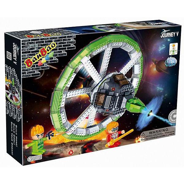 Конструктор Космический летательный аппарат, BanBaoПластмассовые конструкторы<br>Полететь в космос - места любого мальчишки! Позвольте вашему ребенку почувствовать себя настоящим космонавтом и сразиться с межгалактическим врагом! Конструирование - увлекательный и полезный процесс, развивающий мелкую моторику, мышление и фантазию. Космический корабль прекрасно детализирован и снабжен множеством реалистичных деталей и световыми эффектами, что открывает простор для всевозможных игр, развивающих воображение ребенка. Все детали конструктора выполнены из высококачественного экологичного пластика, имеют идеально гладкую поверхность и прочно крепятся друг к другу. Прекрасный вариант для подарка на любой праздник. <br><br>Дополнительная информация:<br><br>- Конструктор развивает усидчивость, внимание, фантазию и мелкую моторику.<br>- Материал: пластик.<br>- Комплектация: 2 фигурки, детали конструктора.<br>- Вращающаяся палуба.<br>- Световые эффекты.<br>- Элемент питания: 2 батарейки  LR41 напряжением 1,5V ( не входят в комплект).<br>- Количество деталей: 511<br>- Размер упаковки: 45 х 7 х 34,5 см.<br>- Вес: 1,3 кг.<br><br>Конструктор Космический летательный аппарат, BanBao (БанБао), можно купить в нашем магазине.<br><br>Ширина мм: 450<br>Глубина мм: 350<br>Высота мм: 70<br>Вес г: 1267<br>Возраст от месяцев: 60<br>Возраст до месяцев: 144<br>Пол: Мужской<br>Возраст: Детский<br>SKU: 4411831