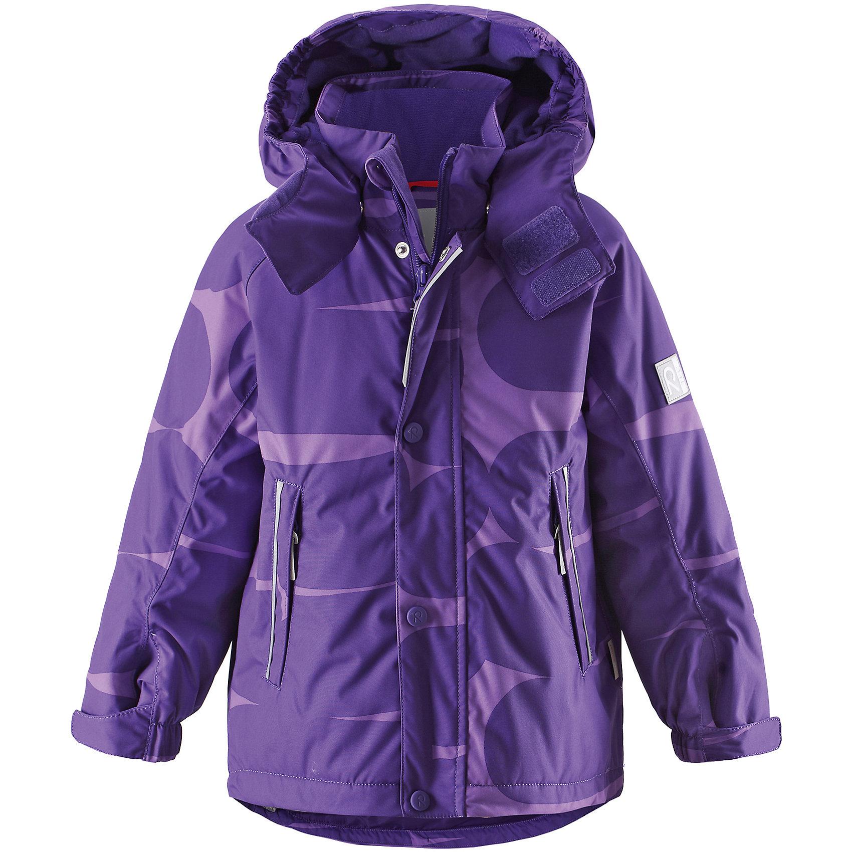 Куртка Reimatec для девочки ReimaОдежда<br>Наполненная зимней радостью: стильная, полностью водонепроницаемая зимняя куртка обязательно привлечет внимание! Модных принт самых ярких цветов сезона поднимет настроение во время зимней прогулки. Все швы этой водо- и ветронепроницаемой куртки проклеены, так что зимние приключения могут продолжаться столько, сколько захотите, при этом Вы не замерзнете. Кроме того, дышащий материал не даст Вам вспотеть во время активных игр. Для хорошей посадки, прямой покрой куртки можно отрегулировать на подоле, также это уместно, если куртка была куплена на вырост. Съемный регулируемый капюшон обеспечивает безопасность при активном времяпрепровождении на открытом воздухе, так как легко снимается. Манжеты регулируются с помощью липучки для лучшего сочетания с теплыми варежками или перчатками. Гладкая подкладка из полиэстера позволяет легко надевать куртку, также к ней можно пристегивать промежуточный слой. Обратите внимание, что куртка оснащена специальными кнопками Play Layers®, что позволяет пристегивать к ней промежуточный слой Reima® для дополнительного тепла и комфорта. С наступлением темноты светоотражающие детали позволят не потерять из видимости маленького авантюриста. Эта простая в уходе куртка - незаменима вещь этой зимой!<br><br>Дополнительная информация:<br><br>Температурный режим: до -20<br>Средняя степень утепления: 160 г<br>Водонепроницаемая зимняя куртка для детей постарше<br>Все швы проклеены, водонепроницаемы<br>Безопасный съемный капюшон<br>Два кармана на молнии<br>Подол регулируется<br>Безопасные светоотражающие детали<br><br>Куртку Reimatec (Рейматек) Reima (Рейма) можно купить в нашем магазине.<br><br>Ширина мм: 356<br>Глубина мм: 10<br>Высота мм: 245<br>Вес г: 519<br>Цвет: фиолетовый<br>Возраст от месяцев: 48<br>Возраст до месяцев: 60<br>Пол: Женский<br>Возраст: Детский<br>Размер: 110,104,92,122,134,128,140,116<br>SKU: 4412962