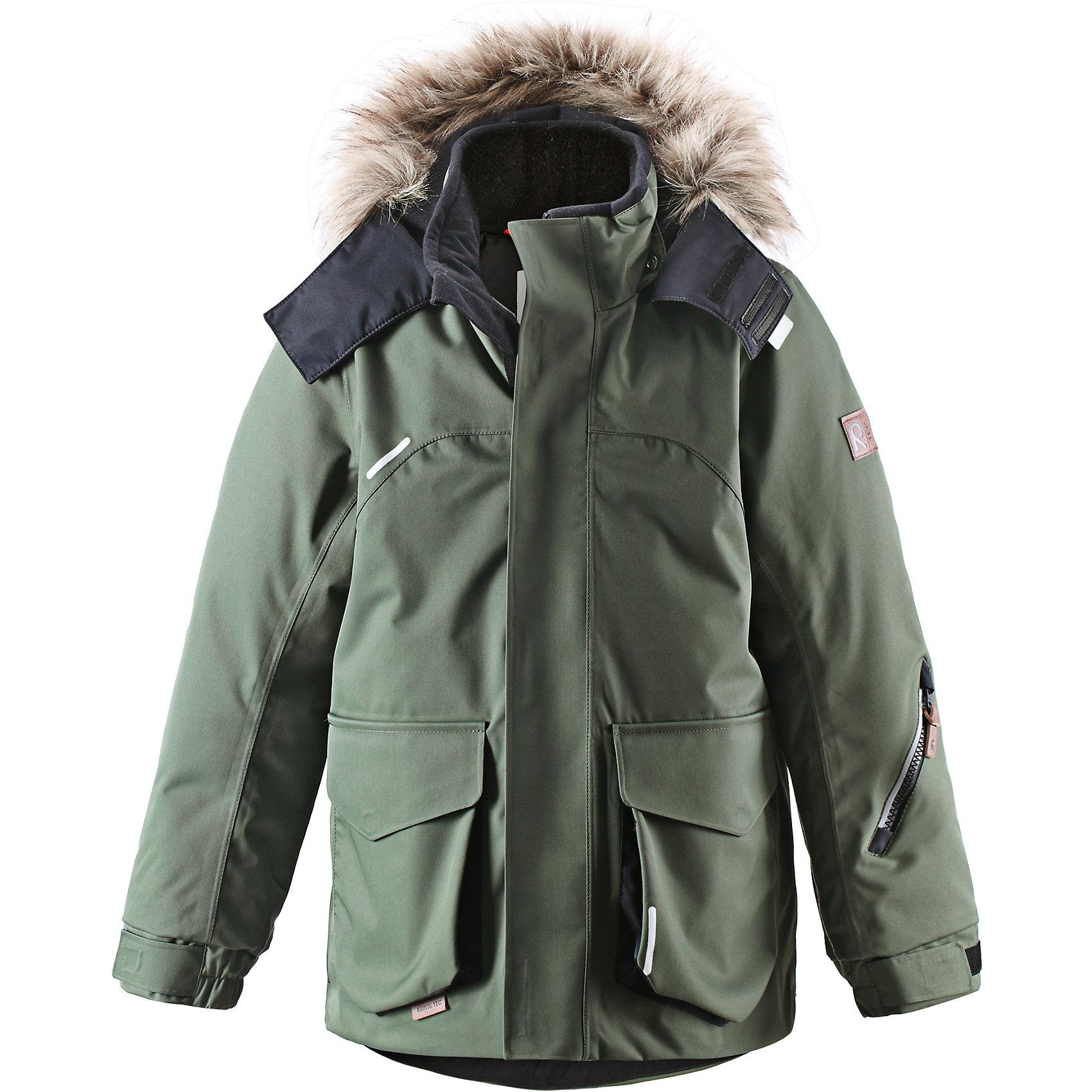 Куртка Reimatec  ReimaЭтой элегантной зимней куртке для детей в классическом стиле не страшны ни время, ни изнашивание! Эта куртка, пошитая из одобренного bluesign® водо- и ветронепроницаемого материала, великолепно подойдёт для любых видов зимних развлечений. Все швы проклеены для водонепроницаемости, чтобы обеспечить максимальный комфорт, сухость и тепло во время зимней прогулки. Ткань пропускает воздух, поэтому ребёнок не вспотеет, когда будет кататься на санках. Куртка с подкладкой из гладкого полиэстера легко надевается и удобно носится с тёплым промежуточным слоем. Удлинённая прямого покроя модель для мальчиков с регулируемым подолом и манжетами. Съёмный капюшон дополнен стильным искусственным мехом, который при желании можно отстегнуть. Защитный капюшон не представляет опасности во время игры на улице, потому что легко отстёгивается, если за что-нибудь зацепится. Развлекаясь на улице, самые ценные маленькие вещицы можно спрятать в большие карманы с клапанами и внутренний нагрудный карман. Эта куртка не требует особого ухода. Можно сушить в центрифуге.<br><br>Дополнительная информация:<br><br>Температурный режим: -20 <br>Средняя степень утепления: 140 г<br>Водонепроницаемая зимняя куртка для подростков, модель для мальчиков<br>Основной материал - bluesign®<br>Все швы проклеены, водонепроницаемы<br>Безопасный съёмный регулируемый капюшон, украшенный отстёгивающимся искусственным мехом<br>Два боковых кармана с клапанами<br>Регулируемый подол<br><br>Куртку Reimatec (Рейматек) от популярной финской марки Reima (Рейма) можно купить в нашем магазине.<br><br>Ширина мм: 356<br>Глубина мм: 10<br>Высота мм: 245<br>Вес г: 519<br>Цвет: зеленый<br>Возраст от месяцев: 144<br>Возраст до месяцев: 156<br>Пол: Унисекс<br>Возраст: Детский<br>Размер: 158,140,128,152,104,146,164<br>SKU: 4414149