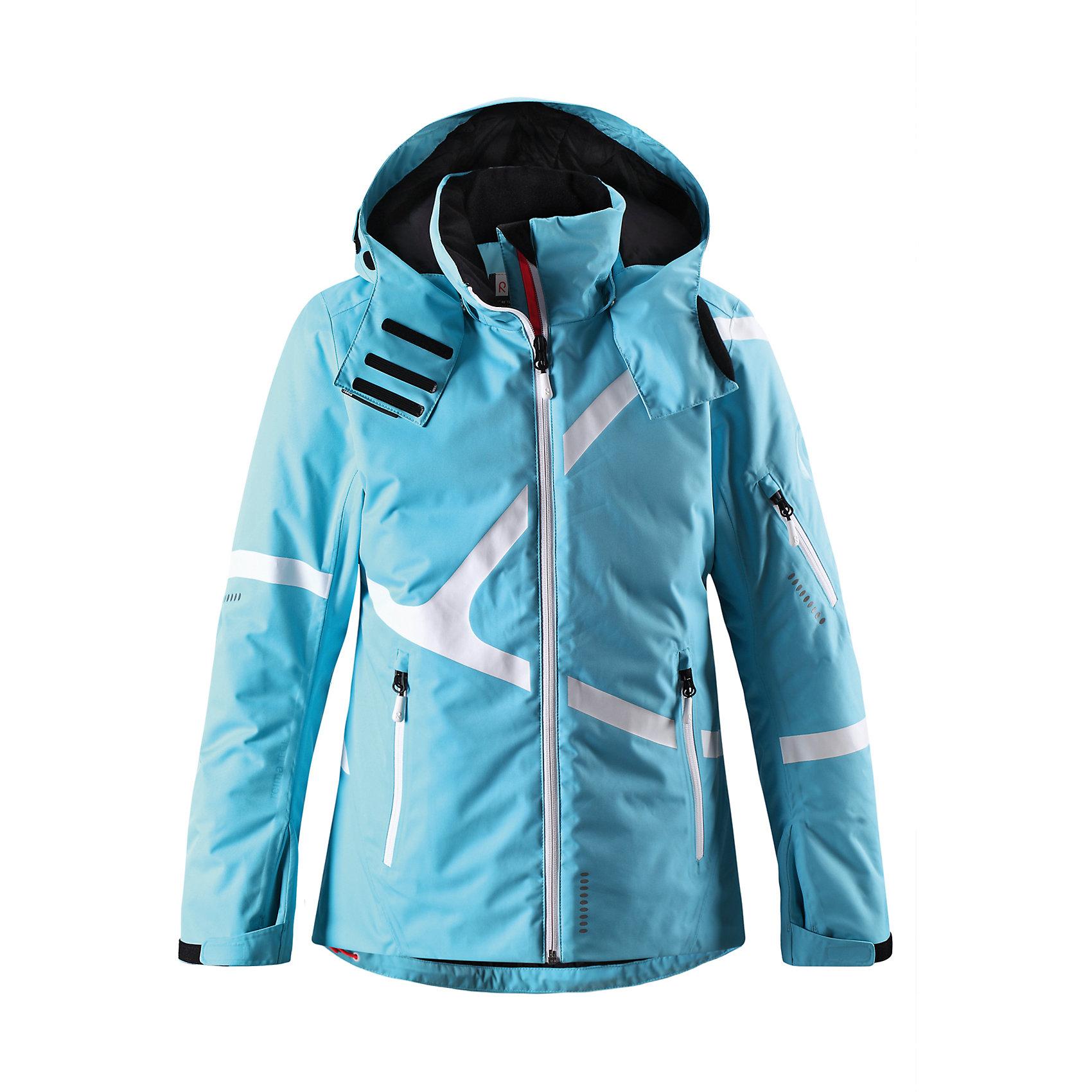 Куртка Reimatec для девочки ReimaОдежда<br>Эта супер-функциональная зимняя куртка для детей прекрасно подойдёт для лыжников и любителей других видов зимнего отдыха! В этой куртке, пошитой из одобренного bluesign® водо- и ветронепроницаемого материала, ребёнку будет комфортно на лыжных склонах в любую погоду. Ткань пропускает воздух, а все швы проклеены для создания водонепроницаемости и максимального удобства во время пребывания на улице. Супер-лёгкий и тёплый пух PrimaLoft® Performance не позволит любителям прогулок замёрзнуть, а гладкая подкладка удобна для промежуточных слоёв. Регулируемый подол и блокировка от снега на талии защитит ребёнка от холода. Когда блокировка не используется, её можно прикрепить к карманам. Брюки можно прикрепить к куртке с помощью специального соединителя на блокировке от снега, чтобы ребёнку было теплее и комфортнее. Регулируемый съёмный капюшон защищает от холодного ветра и обеспечивает дополнительную безопасность во время активных игр. Разработанная специально для активного времяпрепровождения на лыжных склонах, эта куртка имеет удобный карман для карты лыжного клуба на рукаве и внутренний нагрудный карман - благодаря удобным петлям, провода от наушников не запутаются. Новая, усовершенствованная структура молнии очень удобна. Больше никаких беспокойств из-за заклинившей молнии!<br><br>Дополнительная информация:<br><br>Температурный режим: до -20<br>Средняя степень утепления: 100 г<br>Водонепроницаемая зимняя куртка для подростков, модель для девочек<br>материал bluesign®<br>Туловище, рукава и капюшон утеплены пухом PrimaLoft® Performance<br>Все швы проклеены, водонепроницаемы<br>Безопасный съёмный регулируемый капюшон<br>Карманы на молниях, карман для карты лыжного клуба на рукаве<br>Внутренний нагрудный карман и петли для проводов от наушников<br>Регулируемые манжеты и внутренние манжеты из лайкры<br>Новая усовершенствованная структура молнии - молния больше не заклинит!<br>Регулируемый подол, блокировка от снега на талии<br>Блокир