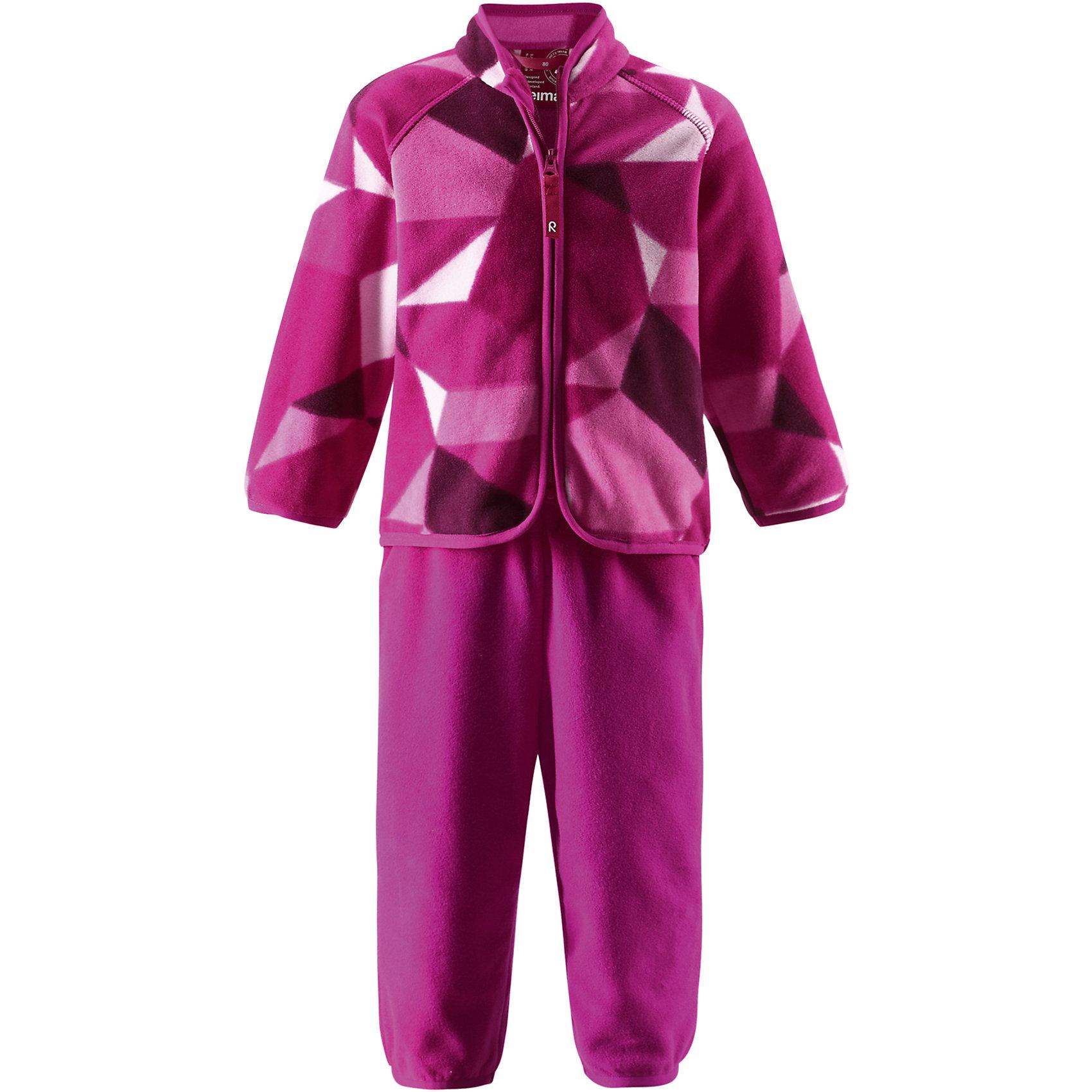 Комплект флисовый для девочки ReimaТёплый флисовый комплект для малышей можно надевать под зимнюю одежду в холодные зимние дни! Выполненный из быстро сохнущего функционального флиса, этот комплект является лёгким и одновременно тёплым. Материал эффективно выводит влагу во внешние слои, и маленькие активные искатели зимних приключений остаются в тепле и сухости! Флисовая кофта украшена забавным принтом, а удлинённый задний подол обеспечивает дополнительное тепло для нижней части спины. Молния по всей длине облегчает процесс одевания, а благодаря защите подбородка маленькая шейка и подбородок не поцарапаются. Благодаря удобным кнопкам для пристегивания среднего слоя к верхней одежде по системе PlayLayers® многие из средних слоёв Reima® могут пристёгиваться к комбинезону, чтобы малышу было теплее и комфортнее.<br><br>Дополнительная информация:<br><br>Материал: 100% полиэстер<br>Флисовый комплект для малышей<br>Тёплый, лёгкий, быстро сохнущий флис<br>Молния по всей длине с защитой подбородка<br>Забавный принт по всей поверхности ткани<br>Удлинённая спинка для дополнительного тепла<br>Можно пристёгивать к верхней одежде с помощью кнопок по системе PlayLayers®.<br><br>Комплект флисовый для девочки Reima (Рейма) можно купить в нашем магазине.<br><br>Ширина мм: 190<br>Глубина мм: 74<br>Высота мм: 229<br>Вес г: 236<br>Цвет: розовый<br>Возраст от месяцев: 12<br>Возраст до месяцев: 18<br>Пол: Женский<br>Возраст: Детский<br>Размер: 86,92,98,80<br>SKU: 4416907