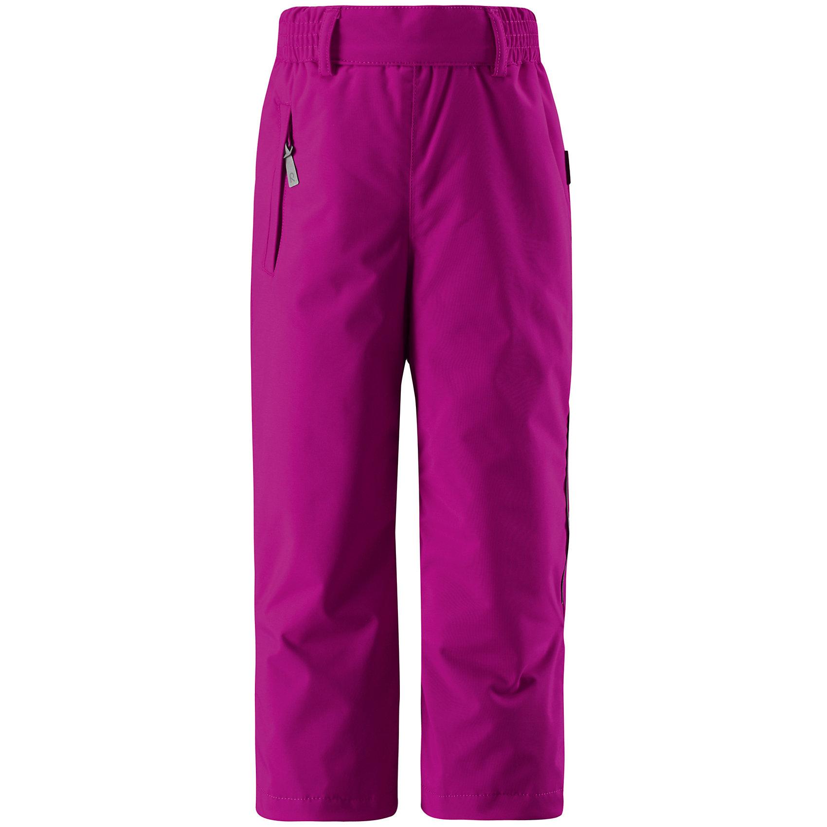 Брюки Reimatec для девочки ReimaЭти сверхпрочные брюки из сверх популярной коллекции ORIGINALS подходят для активных детей. Все швы в этих полностью водонепроницаемых брюках проклеены, чтобы обеспечить максимальный комфорт во время весёлых игр на улице в любую погоду. Благодаря ветронепроницаемому, пропускающему воздух материалу детям будет комфортно играть на улице, они не вспотеют. Регулируемая эластичная талия и низ брючин обеспечат хорошую посадку. Блокировка от снега на концах брючин защитит ножки от холодных снежных сюрпризов. К концам брючин можно пристегнуть блокировку от снега, чтобы они не соскальзывали с обуви. В карманы на молнии можно положить всё необходимое, когда пойдёте на прогулку. Эти брюки можно сушить в центрифуге.<br><br>Дополнительная информация:<br><br>Температурный режим: до -20<br>Средняя степень утепления: 120 г<br>Водонепроницаемые зимние брюки для детей постарше, модель ORIGINAL<br>Все швы проклеены, водонепроницаемы<br>Прочный материал<br>Один карман на молнии<br>Регулируемая талия<br>Низ брючин регулируется с помощью липучки<br>Низ брючин застегивается на кнопку для блокировки от снега<br>Безопасные светоотражающие детали<br><br>Брюки Reimatec Reima (Рейматек Рейма) можно купить в нашем магазине.<br><br>Ширина мм: 215<br>Глубина мм: 88<br>Высота мм: 191<br>Вес г: 336<br>Цвет: розовый<br>Возраст от месяцев: 36<br>Возраст до месяцев: 48<br>Пол: Женский<br>Возраст: Детский<br>Размер: 104,128,122,110,116,134,140<br>SKU: 4417005
