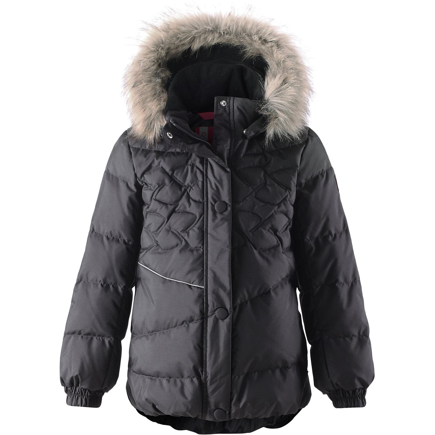 Пальто для девочки ReimaОдежда<br>Этот красивый пуховик согреет детей на прогулке в холодные зимние дни! Модель для девочек пошита из ветронепроницаемого дышащего материала, который отталкивает воду и грязь, чтобы обеспечить тепло и комфорт в морозные зимние дни. Куртка с подкладкой из гладкого полиэстера легко надевается и удобно носится с тёплым промежуточным слоем. Спереди и сзади эта тёплая куртка украшена элегантной вышивкой. Сзади на талии имеется фиксированная утяжка. У этой удлинённой модели слегка пышный подол. Во время прогулки маленькие сокровища можно спрятать в два боковых кармана на молнии. Съёмный капюшон не только защищает от холодного ветра, но и безопасен. Если закреплённый кнопками капюшон зацепится за что-нибудь, он легко отстегнётся. Завершающий штрих - съёмная отделка из искусственного меха на капюшоне.<br><br> Водоотталкивающий пуховик для девочек-подростков<br> Безопасный съёмный капюшон с отстёгивающейся отделкой из искусственного меха<br> Эластичные манжеты<br> Боковые карманы на молниях<br><br>Состав:<br>55% ПА 45% ПЭ, ПУ-покрытие<br>Высокая степень утепления (до - 30)<br>Утеплитель: пух<br><br>Куртку Reima (Рейма) можно купить в нашем магазине.<br><br>Ширина мм: 356<br>Глубина мм: 10<br>Высота мм: 245<br>Вес г: 519<br>Цвет: черный<br>Возраст от месяцев: 96<br>Возраст до месяцев: 108<br>Пол: Женский<br>Возраст: Детский<br>Размер: 134,128,116,140,110,122,152,164,158,146<br>SKU: 4417178