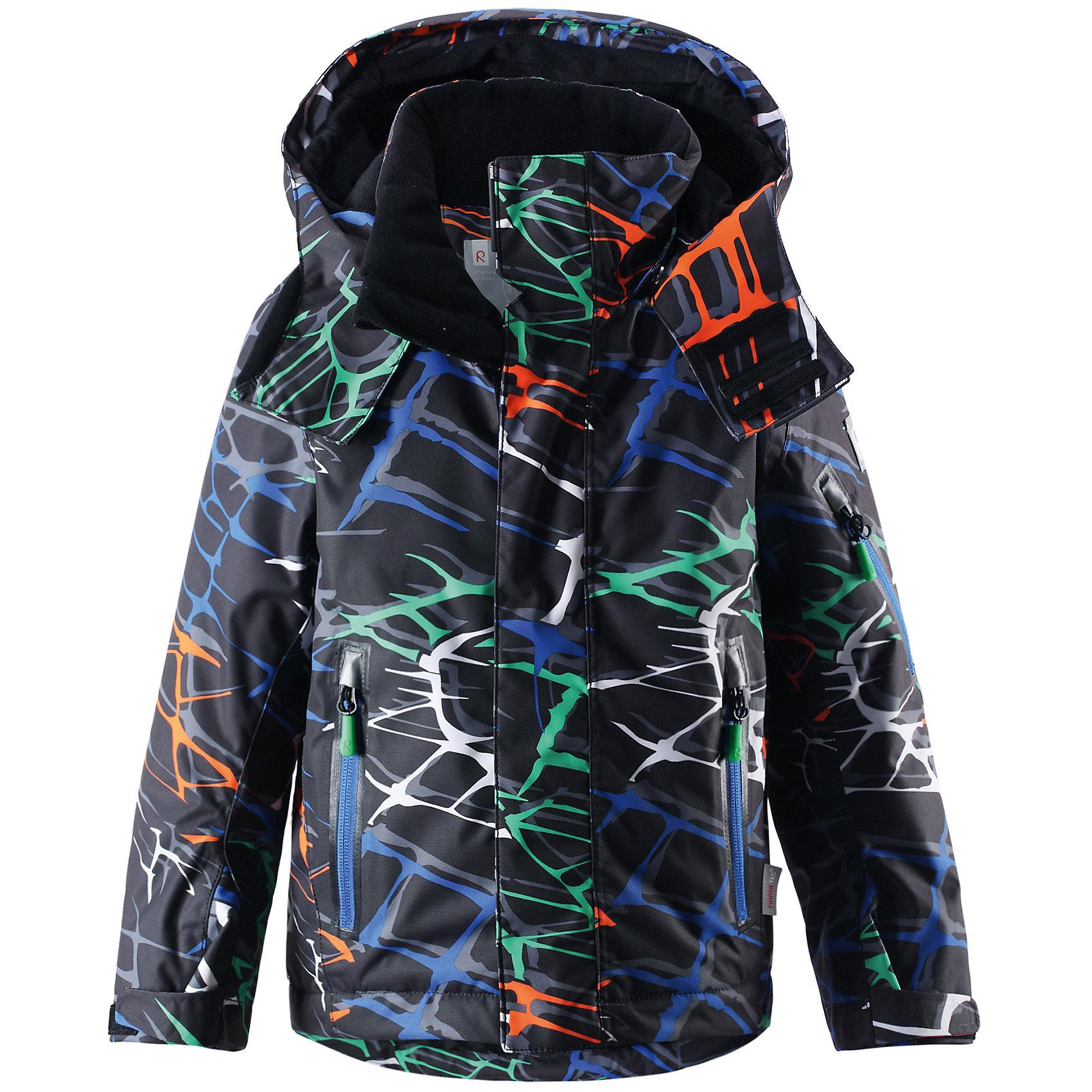Куртка для мальчика ReimaЭта водонепроницаемая зимняя куртка Reimatec® с красочным звериным принтом и большим количеством функциональных деталей идеально подходит для катания на склонах! Модные водо- и ветронепроницаемые костюмы подходят для любого вида зимнего отдыха, в любую погоду. Проклеенные швы и дышащий материал не позволят ребенку замерзнуть или вспотеть во время катания на склонах. Благодаря гладкой подкладке из полиэстера, куртка легко надевается и позволяет пристегивать теплый промежуточный слой. Регулируемые манжеты и подол куртки обеспечивают отличную посадку. Предотвращает попадание снега. При необходимости, подкладку можно отстегнуть. На рукаве имеется специальный карман для карточки лыжного клуба, а для остальных мелочей предусмотрен карман на груди, а также карманы на молнии. Съемный регулируемый капюшон обеспечивает безопасность во время игр на улице, легко снимается. Кроме того, на капюшоне имеется клапан для защиты от ветра и козырек. А завершают стильную зимнюю куртку двусторонние молнии на карманах, улучшенная структура которых не позволяет молниям застревать! Куртка проста в уходе, можно сушить в центрифуге.<br><br>Дополнительная информация:<br><br>Температурный режим: до -20<br>Средняя степень утепления: 140г<br>Водонепроницаемая зимняя куртка для детей постарше, модель для мальчиков<br>Все швы проклеены, водонепроницаемы<br>Безопасный съемный регулируемый капюшон<br>Карманы на молнии, на рукаве карман для карты лыжного клуба<br>Регулируемые манжеты и внутренние манжеты из лайкры<br>Новая усовершенствованная структура молнии - молния больше не заклинит!<br>Блокировка от снега на талии<br>Регулируемый подол<br><br>Куртку от популярного финского бренда Reima (Рейма) можно купить в нашем магазине.<br><br>Ширина мм: 356<br>Глубина мм: 10<br>Высота мм: 245<br>Вес г: 519<br>Цвет: черный<br>Возраст от месяцев: 18<br>Возраст до месяцев: 24<br>Пол: Мужской<br>Возраст: Детский<br>Размер: 116,104,110,122,92,128,98<br>SKU: 4417331