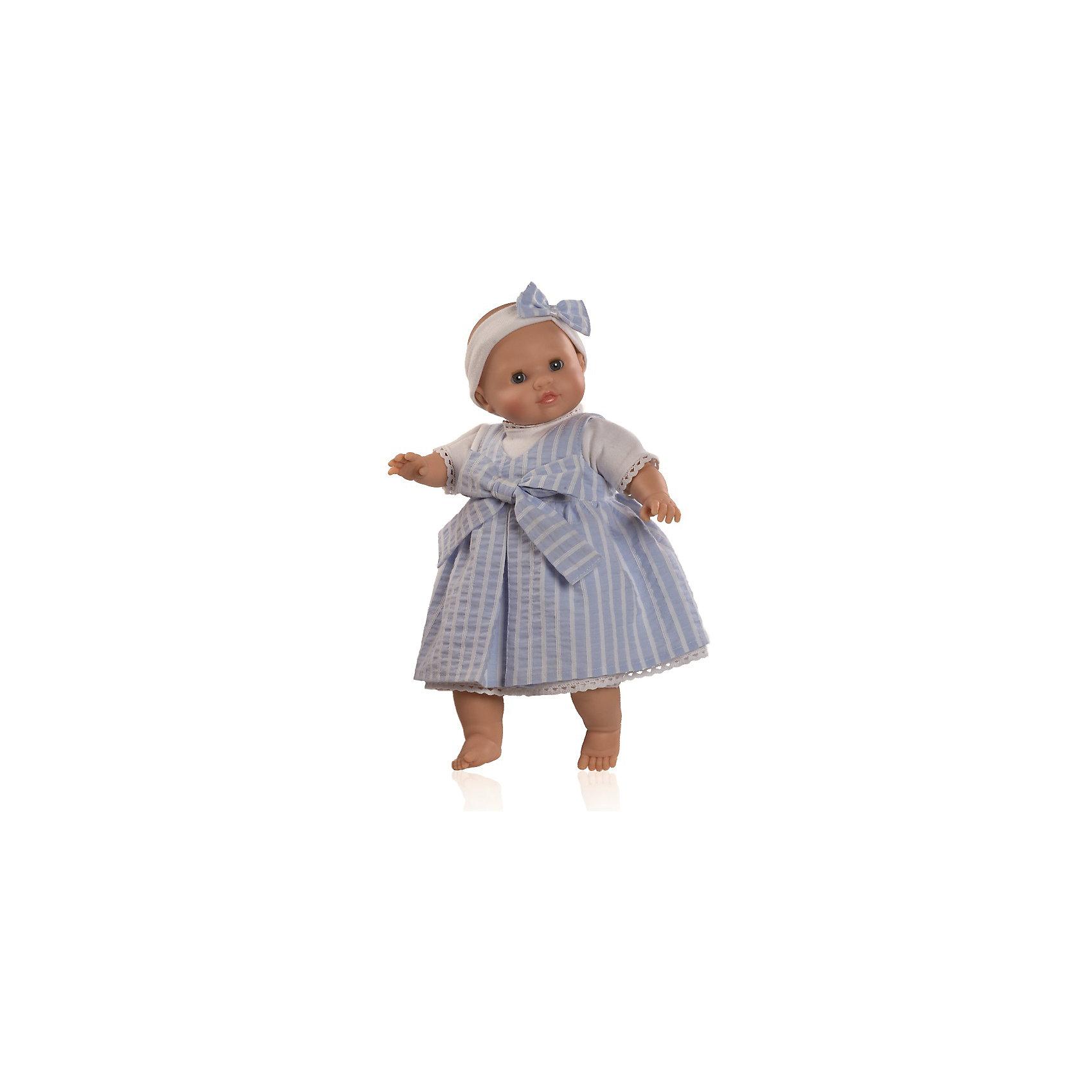 Кукла Габриэла, 36 см, Paola ReinaМалышка Габриэла так похожа на настоящего младенца, что ее хочется тут же взять на руки и укачать! Куколка одета в нежно-голубой сарафан с декоративным бантом, на голове - милая полоска, украшенная таким же бантиком, как и одежда. Складочки на ручках и ножках придают куколке еще больше реалистичности. На голове у нее рельефная поверхность, имитирующая волосы. Куклы Паола Рейна с мягконабивным телом, имеют нежный ванильный аромат, одеты в модную яркую одежду с аксессуарами. Выразительная мимика, уникальный и неповторимый дизайн лица и тела, делают эти игрушки запоминающимися, уникальными и самыми любимыми. Куклы изготовлены из высококачественных материалов, абсолютно безопасных для детей. <br><br>Дополнительная информация:<br><br>- Материалы: кукла изготовлена из винила и текстиля; глаза выполнены в виде кристалла из прозрачного твердого пластика; одежда - текстиль.<br>- Размер: 36 см.<br>- Комплектация: кукла в одежде.<br>- Голова, ручки, ножки куклы подвижные.<br>- Мягконабивное тело.<br>- Нельзя мыть.<br>- Глаза закрываются.<br><br>Куклу Габриэла, 36 см, Paola Reina (Паола Рейна), можно купить в нашем магазине.<br><br>Ширина мм: 120<br>Глубина мм: 250<br>Высота мм: 420<br>Вес г: 1000<br>Возраст от месяцев: 36<br>Возраст до месяцев: 144<br>Пол: Женский<br>Возраст: Детский<br>SKU: 4420325