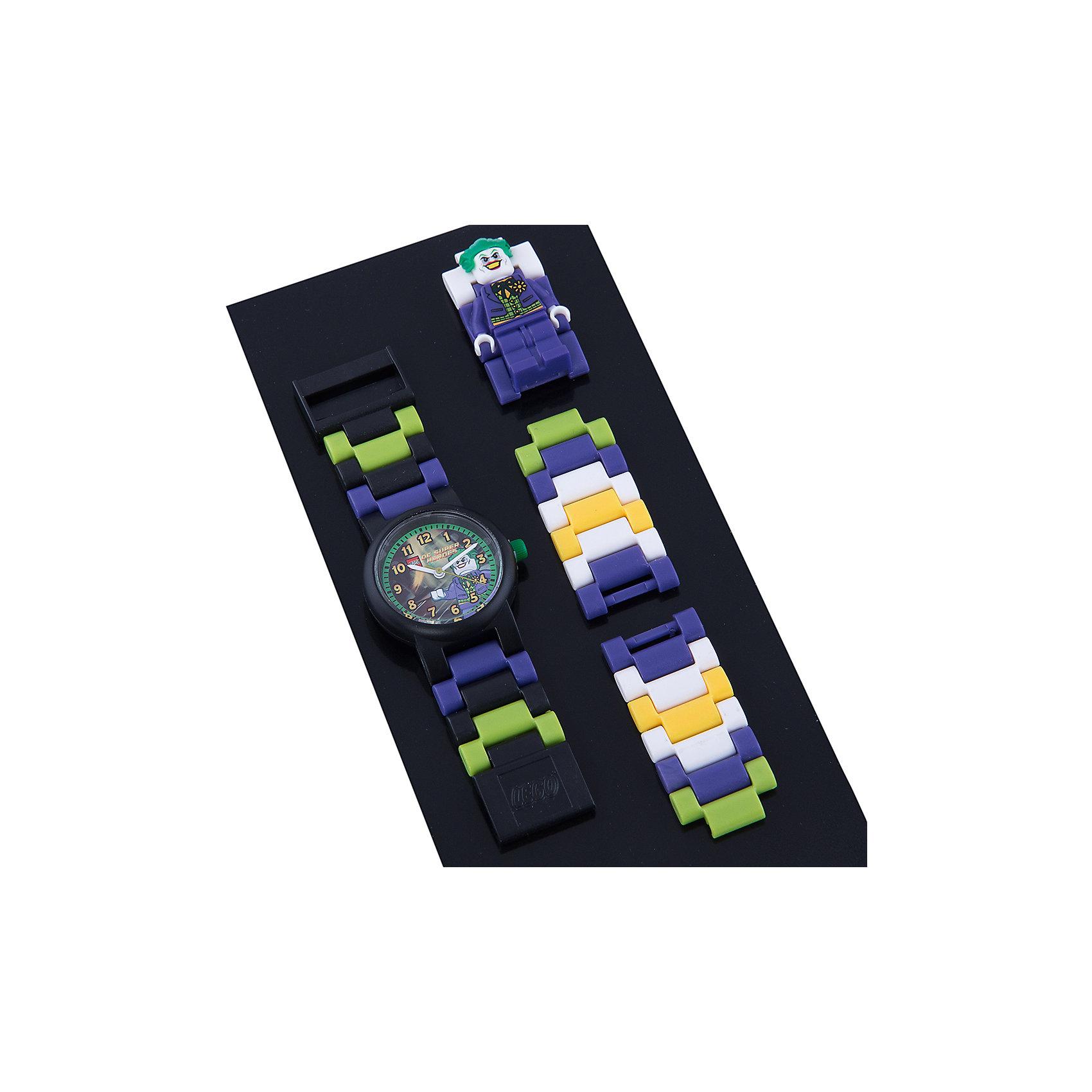 Часы наручные LEGOНаручные аналоговые часы LEGO имеют высококачественный японский кварцевый механизм и отличаются надежностью и точностью хода. Они способны выдержать статическое давление 50-метрового водяного столба (5 атмосфер). Такая водонепроницаемость позволяет работать с водой в часах. Нельзя использовать для ныряния, прыжков в воду, виндсерфинга и т.п. Линза часов имеет высокую устойчивость к царапинам, поэтому их может носить даже самый неугомонный и неаккуратный мальчишка. Пластиковые браслеты имеют прочный механизм сцепления, а сменные секции позволяют удлинить или укоротить браслет. В составе часов не содержится никеля и ПВХ. Фирменные наручные часы от компании LEGO станут замечательным подарком любому любителю и фанату конструкторов.<br>Характеристики:<br>Диаметр циферблата наручных часов: 2,5 см. <br>Длина ремешка наручных часов (с учетом корпуса): 21 см. <br>Ширина ремешка: 2 см. <br>Количество деталей: 24.<br>Материал: пластик, металл, стекло. <br>Размер упаковки: 8,0х2,0х 16,5 см. <br>Вес: 0,06 кг<br>Изготовитель: Китай.<br>Рекомендуемый возраст: от 6 лет.<br><br>Ширина мм: 170<br>Глубина мм: 157<br>Высота мм: 67<br>Вес г: 117<br>Возраст от месяцев: 36<br>Возраст до месяцев: 2147483647<br>Пол: Мужской<br>Возраст: Детский<br>SKU: 4424071
