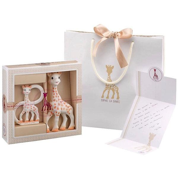Жирафик Софи в подарочной упаковке, VulliРазвивающие игрушки<br>Великолепный подарок на рождение малыша! В набор входит: Жирафик Софи, прорезыватель необычной формы, брэндированная поздравительная открытка и брэндированный подарочный пакет. Жирафик Софи – уникальная развивающая игрушка-прорезыватель, стимулирует все 5 органов чувств ребенка. Более 50 лет назад Жирафик Софи была создана во французской провинции Румилли Седекс, где  производится до сих пор вручную. По развивающим характеристикам игрушка не имеет аналогов. Жирафик Софи стала другом более чем 50 миллионам малышей по всему миру! Игрушка развивает осязание, зрение, слух, моторику и обоняние. Благодаря этому все пять чувств вашего ребенка будут развиваться гармонично и вовремя, что позволит малышу и в более позднем возрасте легче запоминать информацию, быть более координированным и ловким, грамотнее выражать свои мысли, научится принимать решения. Необычная форма прорезывателя привлекает внимание ребенка и забавляет его продолжительное время. Ребенок может держать прорезыватель двумя или одной рукой за кольца.  Форма и размеры ручек прорезывателя идеально подойдут для маленьких ладошек младенца. Каучуковый прорезыватель очень удобно брать с собой во время прогулок или путешествий. Прорезыватель имеет части различной формы и текстуры, которые помогут малышу снять зуд с десен в период прорезывания зубов. Уменьшенная фигурка Жирафика Софи будет напоминать малышу о любимой игрушке. Вы сможете положить Ваш подарок в брэндированный пакет, входящий в комплект, и написав несколько приятных слов в открытку, подарить набор новорожденному.  Возраст: 0 мес+.<br>Ширина мм: 215; Глубина мм: 65; Высота мм: 225; Вес г: 175; Возраст от месяцев: 0; Возраст до месяцев: 24; Пол: Унисекс; Возраст: Детский; SKU: 4440499;