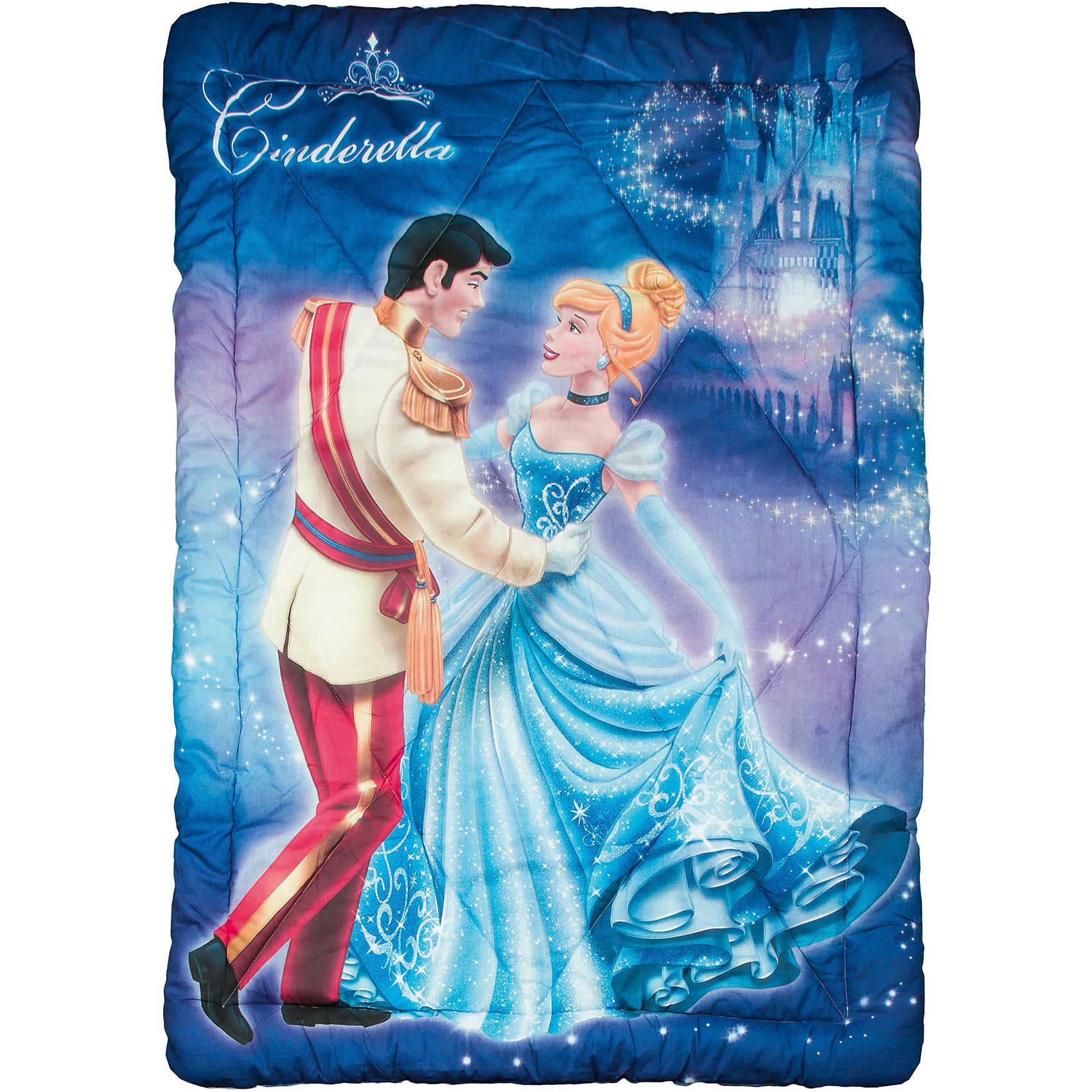 Зимнее одеяло Золушка с Принцем 140*205 см, 1,5-спальноеЗимние одеяла серии Disney (Дисней) - универсальная линейка, с идеальным сочетанием цены, качества и простоты ухода. Изделия выполнены из высококачественного экологического сырья, безопасного для здоровья. Одеяло с изображениями любимых героев обязательно понравится вашему ребенку и подарит ему добрые сны! <br><br>Дополнительная информация:<br><br>- Материал: верх - бязь (100% хлопок), наполнитель - роялон (100% ПЭ)<br>- Размер: 140х205 см.<br>- 1,5-спальное одеяло.<br><br>Зимнее одеяло Золушка с Принцем 140х205 см, 1,5-спальное, можно купить в нашем магазине.<br><br>Ширина мм: 550<br>Глубина мм: 40<br>Высота мм: 550<br>Вес г: 950<br>Возраст от месяцев: 36<br>Возраст до месяцев: 180<br>Пол: Женский<br>Возраст: Детский<br>SKU: 4442999