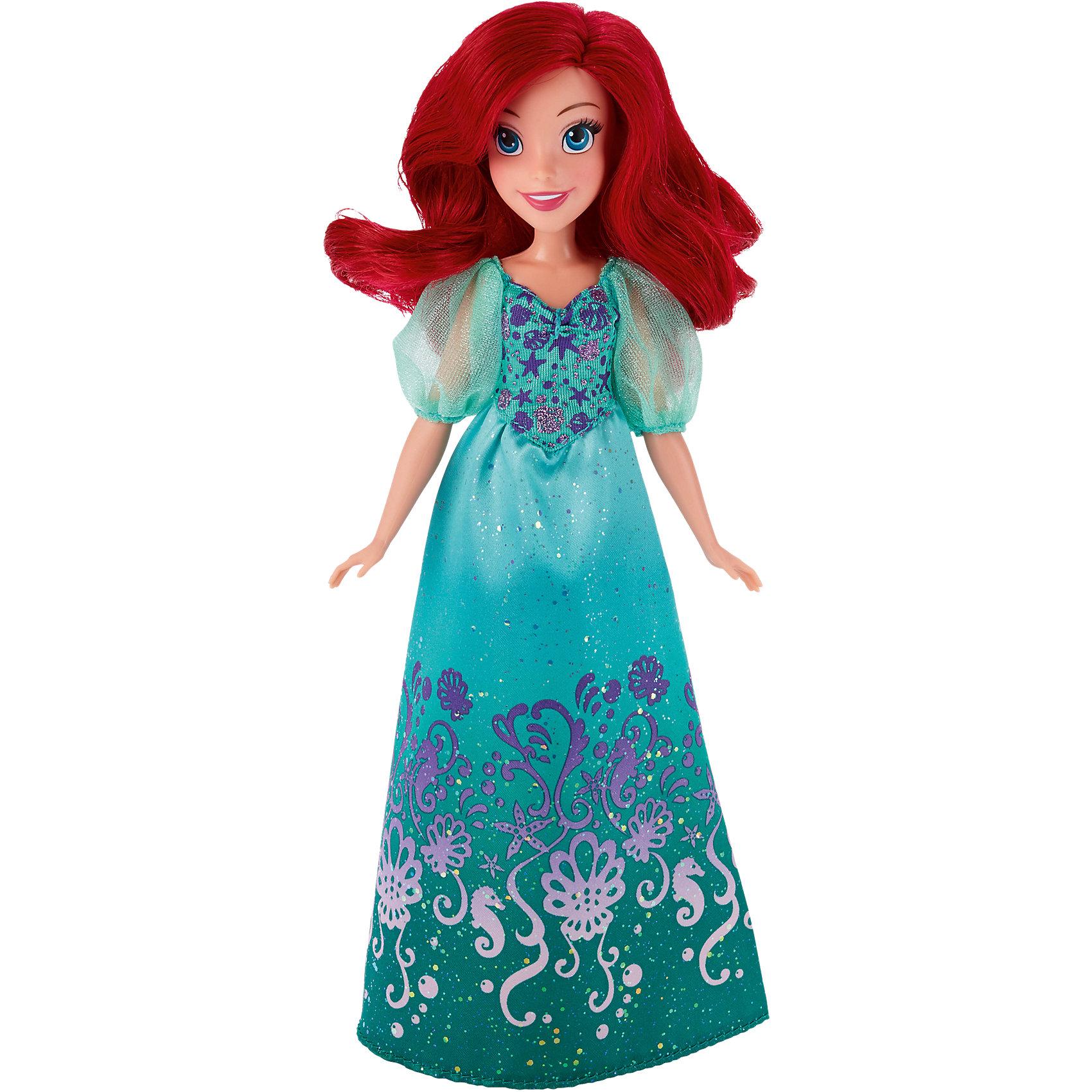 Кукла Ариэль, Принцессы ДиснейКукла Ариэль, Принцессы Дисней, станет прекрасным подарком для всех маленьких поклонниц диснеевских сказок. Кукла очень похожа на свою героиню из популярного мультфильма Русалочка. У нее длинные ярко-красные волосы, которые можно причесывать и укладывать в различные прически, и красивое веселое личико. На Ариэль надето роскошное платье в зеленых тонах, украшенное блестками и изысканными узорами на морскую тематику. Наряд дополняют полупрозрачные зеленые туфельки в тон платья. У куклы подвижные руки, ноги и голова, что позволяет придавать ей реалистичные позы. Очаровательная кукла прекрасно дополнит коллекцию диснеевских принцесс.<br><br>Дополнительная информация:<br><br>- Материал: пластик, текстиль.<br>- Высота куклы: 28 см.<br>- Размер упаковки: 15 x 5 x 36 см.<br>- Вес: 0,31 кг.<br><br>Куклу Ариэль, Принцессы Дисней, можно купить в нашем интернет-магазине.<br><br>Ширина мм: 324<br>Глубина мм: 154<br>Высота мм: 53<br>Вес г: 173<br>Возраст от месяцев: 36<br>Возраст до месяцев: 72<br>Пол: Женский<br>Возраст: Детский<br>SKU: 4443703