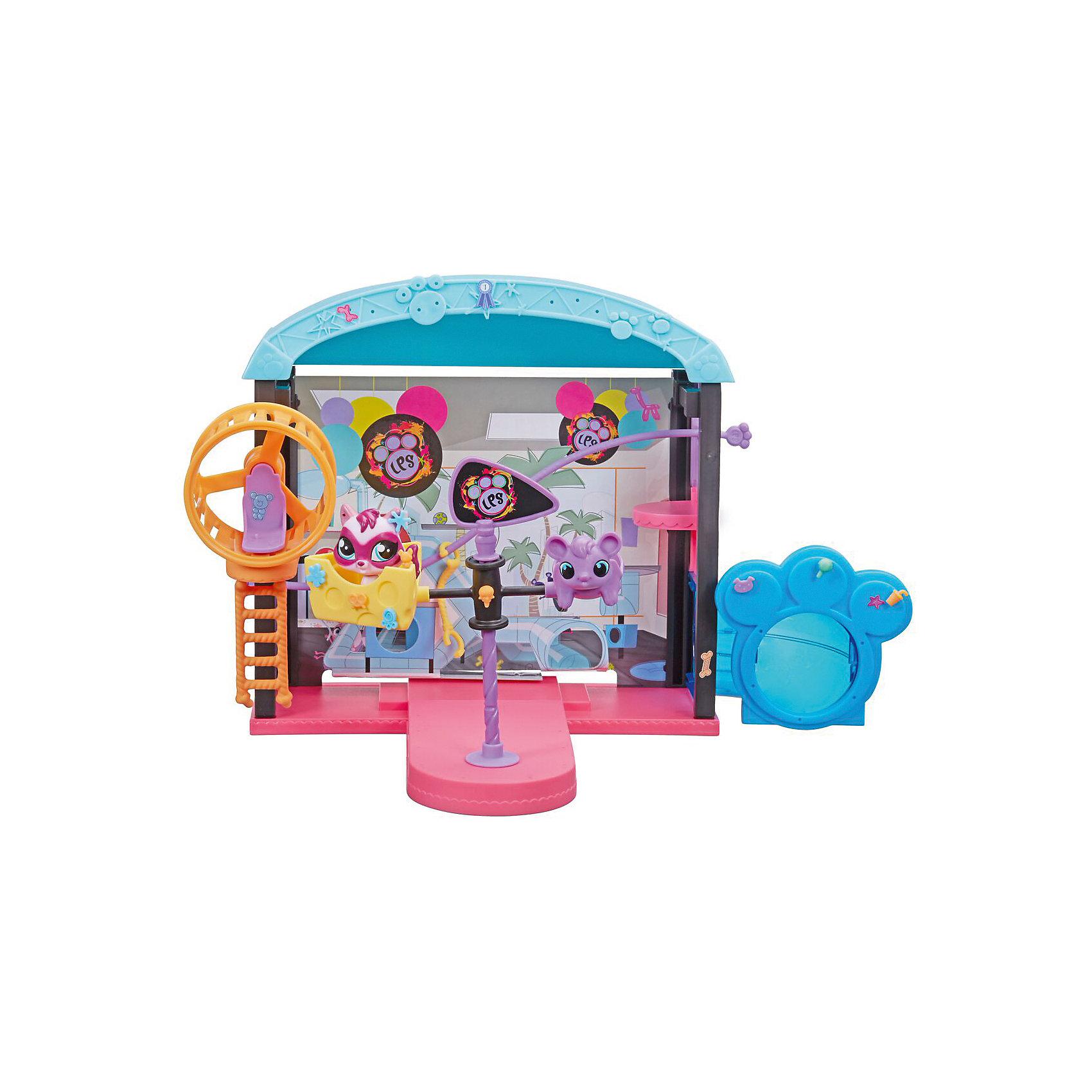 Игровой набор Веселый парк развлечений,  Littlest Pet ShopИгровой набор Веселый парк развлечений,  Littlest Pet Shop – большой игровой набор по мотивам известного мультфильма Littlest Pet Shop.<br>Веселый парк развлечений от американской компании Hasbro (Хасбро) – это невероятно занимательный и интересный набор из серии игрушек Littlest Pet Shop! Этот игровой набор позволит вашему ребенку покатать зверушек на карусели, тарзанке или в веселом вращающемся колесе. Веселый парк развлечений Литл Пет Шоп подарит увлекательный и интересный игровой процесс, а предварительная сборка игрового набора послужит прекрасным помощником в развитии у детишек мелкой моторики. Ваша малышка сможет украсить парк развлечений по своему вкусу, при помощи множества разнообразных аксессуаров и наклеек. Кроме всего прочего, в комплекте входит эксклюзивная фигурка питомца по имени Феррет! На игрушках набора есть элементы в виде лапки, сфотографировав которые, можно перенести игрушку в виртуальное пространство компьютерной игры.<br><br>Дополнительная информация:<br><br>- В наборе: фигурка, элементы для сборки парка, более 60 аксессуаров, в т.ч. элементы декора, наклейки для украшения, фоновые боковые панели<br>- Высота фигурки: 4,5 см.<br>- Материал: высококачественный пластик<br>- Размер упаковки: 37 x 27 x 6 см.<br>- Вес: 695 гр.<br><br>Игровой набор Веселый парк развлечений,  Littlest Pet Shop можно купить в нашем интернет-магазине.<br><br>Ширина мм: 66<br>Глубина мм: 381<br>Высота мм: 278<br>Вес г: 840<br>Возраст от месяцев: 72<br>Возраст до месяцев: 144<br>Пол: Женский<br>Возраст: Детский<br>SKU: 4446208