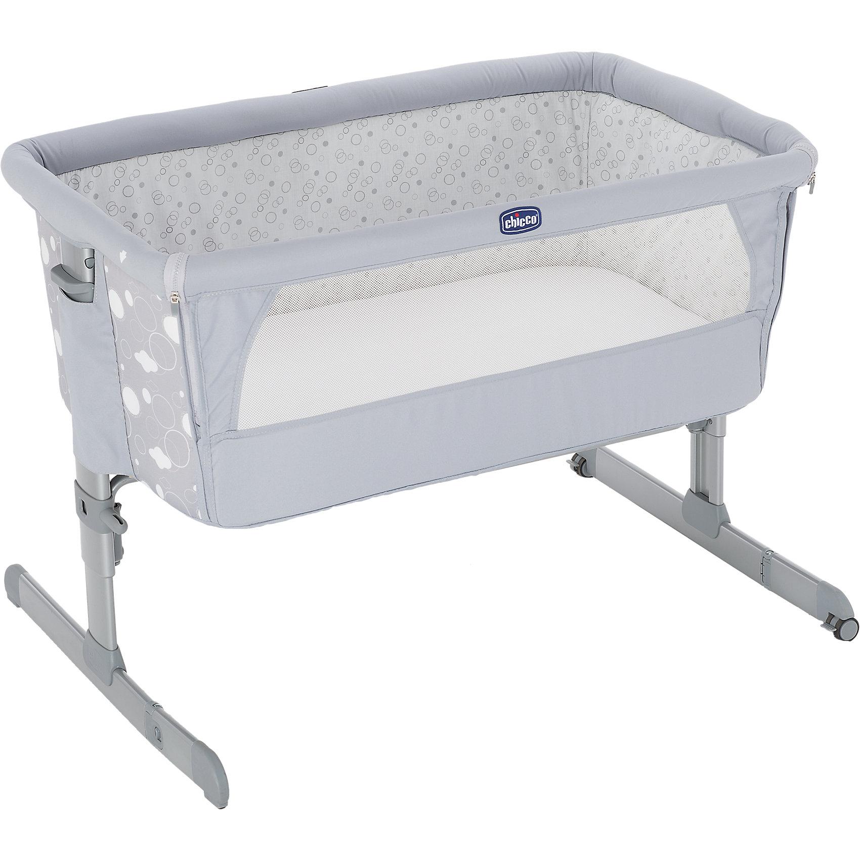 Функциональная кроватка Next2me Circles, ChiccoПрактичная и безопасная функциональная кроватка от Chicco - идеальный вариант для малышей и их родителей. Кровать имеет безопасную систему крепления к кровати родителей и позволяет вам спать рядом с малышом, находясь при этом каждый на своей территории. Боковой бортик очень быстро отстегивается, мягкие стенки дают малышу чувства покоя и уюта. Прочная металлическая основа делает кровать практичной и долговечной. Для наибольшего комфорта ребенка кровать оснащена мягким матрасиком и сетчатыми вставками для вентиляции. <br><br>Дополнительная информация:<br><br>- Материал: пластик, текстиль.<br>- Размер: 66/81 x 93 x 69 см.<br>- Размер в сложенном виде: 95 x 15 см.<br>- Вес: 9 кг.<br>- Отстегивающийся бортик.<br>- Удобный матрас.<br>- Вставки из сетки для циркуляции воздуха. <br>- Высота регулируется. <br>- Крепится к кровати в помощью двух ремней. <br>- Максимальный вес ребенка: 9 кг. <br><br>Внимание! Основным является первое фото, последующие фотографии размещены с целью показать функционал данной модели.<br><br>Функциональную кроватку Next2me Circles, Chicco (Чикко), можно купить в нашем магазине.<br><br>Ширина мм: 940<br>Глубина мм: 600<br>Высота мм: 160<br>Вес г: 10244<br>Цвет: серый<br>Возраст от месяцев: 0<br>Возраст до месяцев: 6<br>Пол: Унисекс<br>Возраст: Детский<br>SKU: 4449673