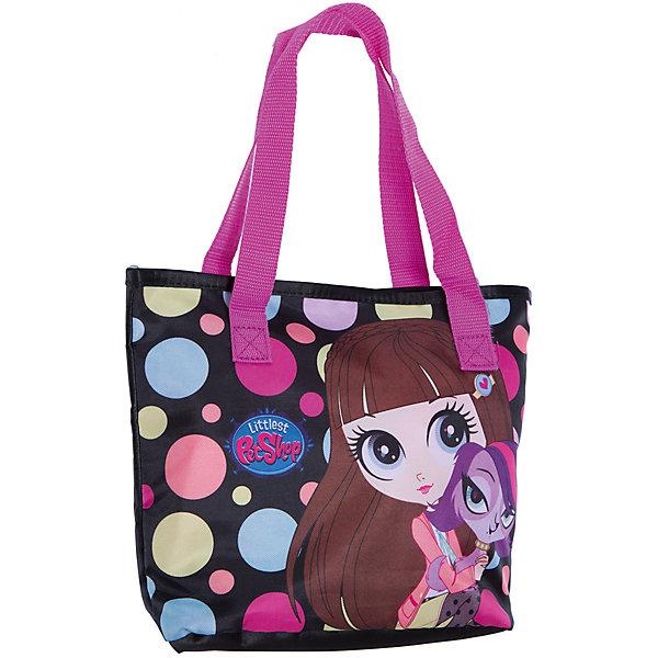 Сумочка 23*28*9,5 см, Littlest Pet ShopДетские сумки<br>Сумочка 23*28*9,5 см, Littlest Pet Shop – это стильная, яркая, вместительная, очень легкая и прочная сумка.<br>Стильная детская сумочка с изображением любимых героев из мультфильма Маленький зоомагазин, несомненно, понравится Вашей девочке. С ней можно отправиться на прогулку и взять с собой все самое необходимое. Сумка с двумя ручками имеет одно отделение, закрывается на липучку. Модель выполнена из плотного и износостойкого полиэстера.<br><br>Дополнительная информация:<br><br>- Размер: 23 х 28 х 9,5 см.<br>- Цвет: черный, голубой, розовый, желтый<br>- Материал: полиэстер<br>- Вес: 80 гр.<br><br>Сумочку 23*28*9,5 см, Littlest Pet Shop можно купить в нашем интернет-магазине.<br><br>Ширина мм: 95<br>Глубина мм: 280<br>Высота мм: 230<br>Вес г: 80<br>Возраст от месяцев: 48<br>Возраст до месяцев: 84<br>Пол: Женский<br>Возраст: Детский<br>SKU: 4489553