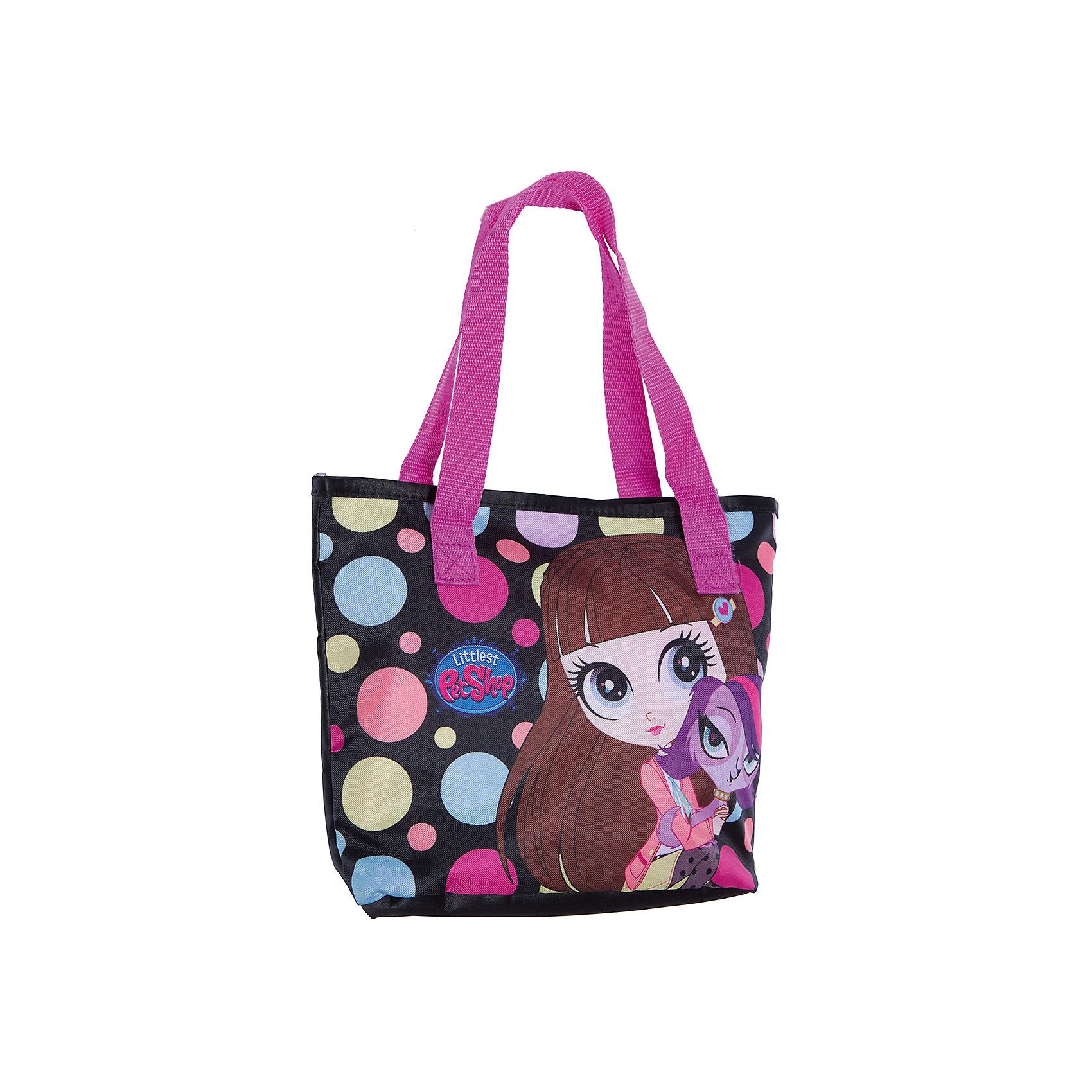 Сумочка 23*28*9,5 см, Littlest Pet ShopLittlest Pet Shop<br>Сумочка 23*28*9,5 см, Littlest Pet Shop – это стильная, яркая, вместительная, очень легкая и прочная сумка.<br>Стильная детская сумочка с изображением любимых героев из мультфильма Маленький зоомагазин, несомненно, понравится Вашей девочке. С ней можно отправиться на прогулку и взять с собой все самое необходимое. Сумка с двумя ручками имеет одно отделение, закрывается на липучку. Модель выполнена из плотного и износостойкого полиэстера.<br><br>Дополнительная информация:<br><br>- Размер: 23 х 28 х 9,5 см.<br>- Цвет: черный, голубой, розовый, желтый<br>- Материал: полиэстер<br>- Вес: 80 гр.<br><br>Сумочку 23*28*9,5 см, Littlest Pet Shop можно купить в нашем интернет-магазине.<br><br>Ширина мм: 95<br>Глубина мм: 280<br>Высота мм: 230<br>Вес г: 80<br>Возраст от месяцев: 48<br>Возраст до месяцев: 84<br>Пол: Женский<br>Возраст: Детский<br>SKU: 4489553