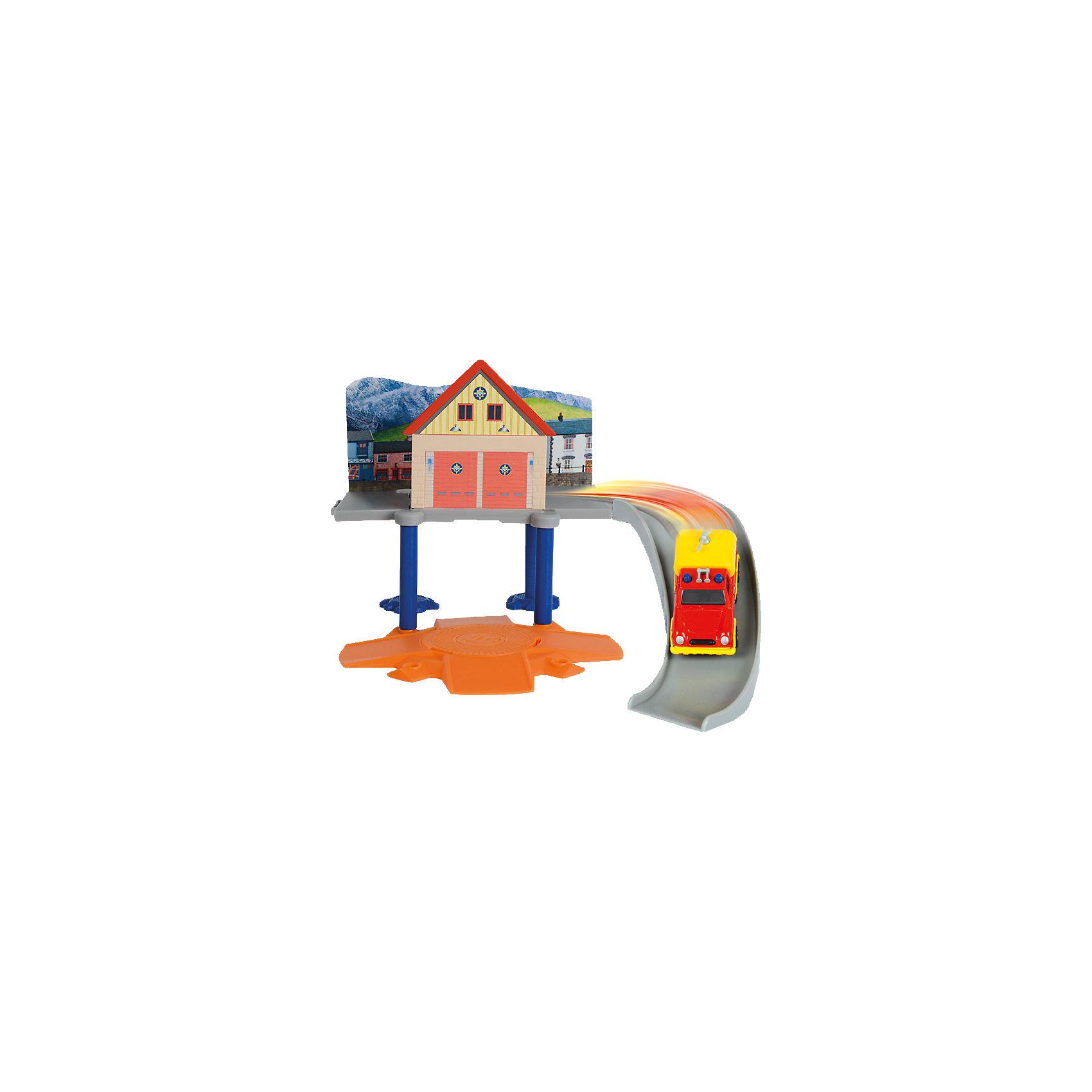 Пожарный гараж с машинкой, Пожарный Сэм, DickieПарковки и гаражи<br>Пожарный гараж с машинкой, Пожарный Сэм, Dickie (Дики) – этот набор, несомненно, придется по душе вашему мальчику и не позволит ему скучать.<br>Увлекательный игровой набор «Пожарный гараж с машинкой» от Dickie (Дики) создан по мотивам мультфильма «Пожарный Сэм». Он представляет собой базу пожарных. Пожарный гараж оборудован горкой с бортиками для спуска машинки, круговой платформой, которая вращается на 360 градусов, устойчивыми стойками, которые отвечают за опорную функцию гаража. В набор входит металлическая машина Venus. Машинка изготовлена в соответствии с внешним видом настоящей служебной машины, служащей для перевозки спасательного оборудования. С набором «Пожарный гараж с машинкой» ваш ребенок почувствует себя в роли храброго пожарного, и справиться с любыми опасностями! Благодаря откидывающейся боковой панели набор можно объединить с Морским гаражом (3099618), который продается отдельно, что сделает сюжетно-ролевые игры еще веселее. <br><br>Дополнительная информация:<br><br>- В наборе: детали гаража, машинка<br>- Размер собранного гаража: 30 x 30 x 10 см.<br>- Масштаб машинки 1:64<br>- Материал: высококачественный пластик, металл, картон<br>- Размер упаковки: 25 x 9 x 16 см.<br>- Вес: 1 кг.<br><br>Пожарный гараж с машинкой, Пожарный Сэм, Dickie (Дики) можно купить в нашем интернет-магазине.<br><br>Ширина мм: 250<br>Глубина мм: 90<br>Высота мм: 160<br>Вес г: 1000<br>Возраст от месяцев: 36<br>Возраст до месяцев: 72<br>Пол: Мужской<br>Возраст: Детский<br>SKU: 4490483