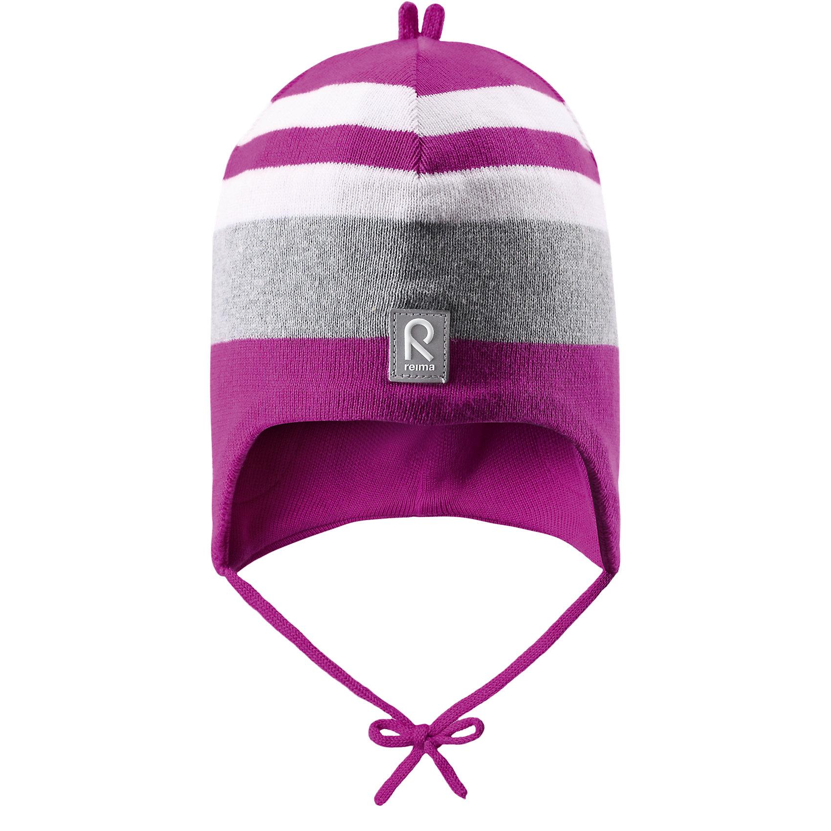 Шапка для девочки ReimaШапки и шарфы<br>Эта вязанная хлопчатобумажная шапочка для малышей подходит на все случаи жизни. Классический дизайн позволяет удачно сочетать ее с различными вариантами одежды. Подкладка на половину головы из хлопчатобумажного трикотажа гарантирует тепло, а ветронепроницаемые вставки между верхним слоем и подкладкой защищают уши. Светоотражающие детали тоже добавят немного безопасности.<br><br>Дополнительная информация:<br><br>Шапка «Бини» для малышей<br>Эластичная хлопчатобумажная ткань<br>Ветронепроницаемые вставки в области ушей<br>Частичная подкладка: хлопчатобумажная ткань<br>Светоотражающий элемент спереди<br>Состав:<br>100% хлопок<br>Уход:<br>Стирать по отдельности, вывернув наизнанку. Придать первоначальную форму вo влажном виде. Возможна усадка 5 %.<br><br>Ширина мм: 89<br>Глубина мм: 117<br>Высота мм: 44<br>Вес г: 155<br>Цвет: розовый<br>Возраст от месяцев: 9<br>Возраст до месяцев: 12<br>Пол: Женский<br>Возраст: Детский<br>Размер: 46,48,52,50<br>SKU: 4496940