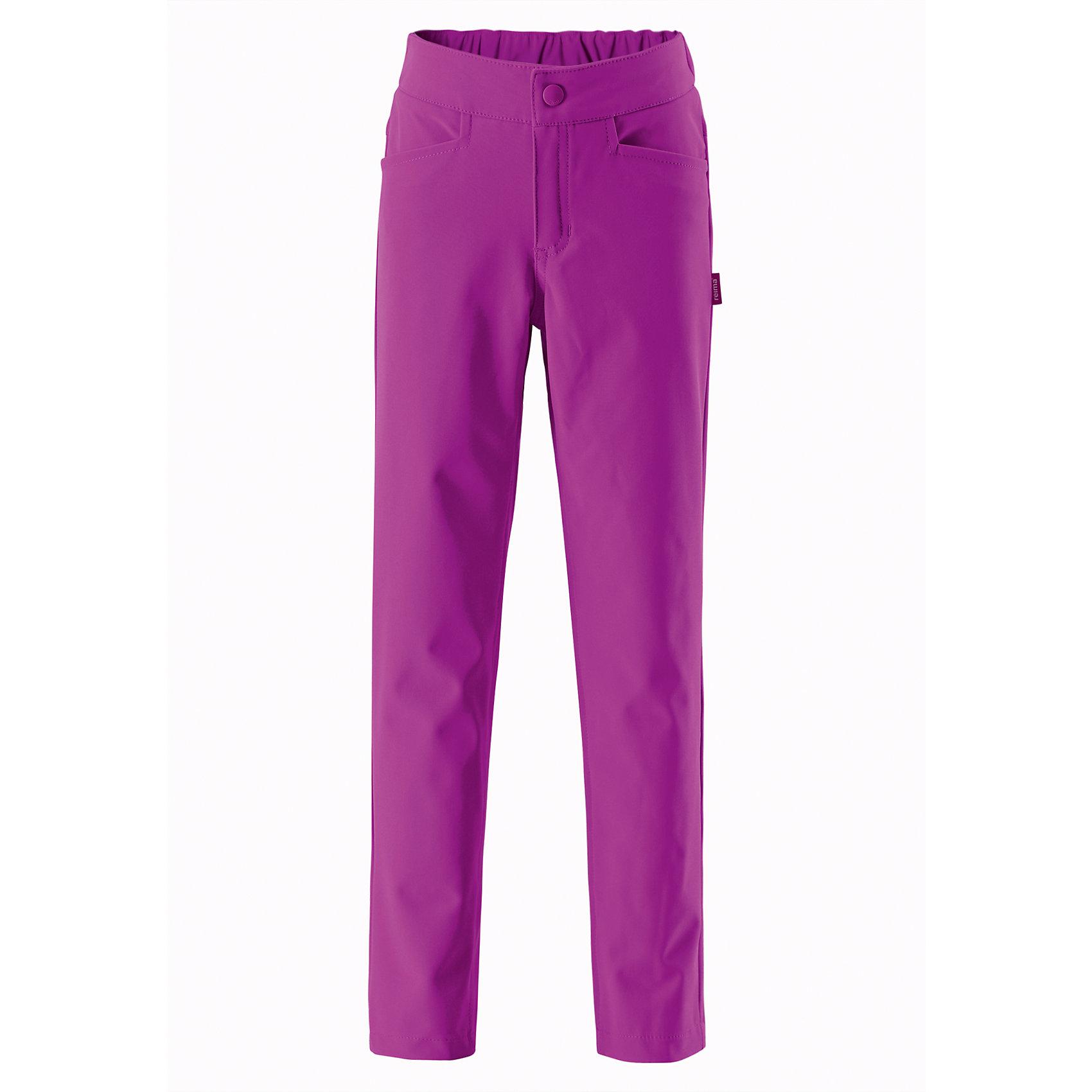 Брюки для девочки ReimaОдежда<br>Эти легкие зауженные брюки для подростков из материала softshell станут настоящим фаворитом гардероба. Их можно надеть в школу и после школы, взять с собой в летний лагерь и на водную прогулку. Материал брюк не только ветрозащитный и дышащий, он также обладает водо- и грязеотталкивающими свойствами. Ширинка на молнии и застежка-пуговичка упрощают надевание. Полная игростойкость!<br><br>Дополнительная информация:<br><br>Брюки из материала softshell для подростков<br>Из ветронепроницаемого материала, но изделие «дышит»<br>Зауженная модель<br>Эластичная талия<br>Два кармана на молнии<br>Состав:<br>96% ПЭ 4% ЭЛ, ПУ-ламинация<br>Уход:<br>Стирать по отдельности, вывернув наизнанку. Застегнуть молнии и липучки. Стирать моющим средством, не содержащим отбеливающие вещества. Полоскать без специального средства. Во избежание изменения цвета изделие необходимо вынуть из стиральной машинки незамедлительно после окончания программы стирки. Сушить при низкой температуре.<br><br>Ширина мм: 215<br>Глубина мм: 88<br>Высота мм: 191<br>Вес г: 336<br>Цвет: розовый<br>Возраст от месяцев: 36<br>Возраст до месяцев: 48<br>Пол: Женский<br>Возраст: Детский<br>Размер: 104,110,116,122,128,140,146,158,164,152,134<br>SKU: 4497559
