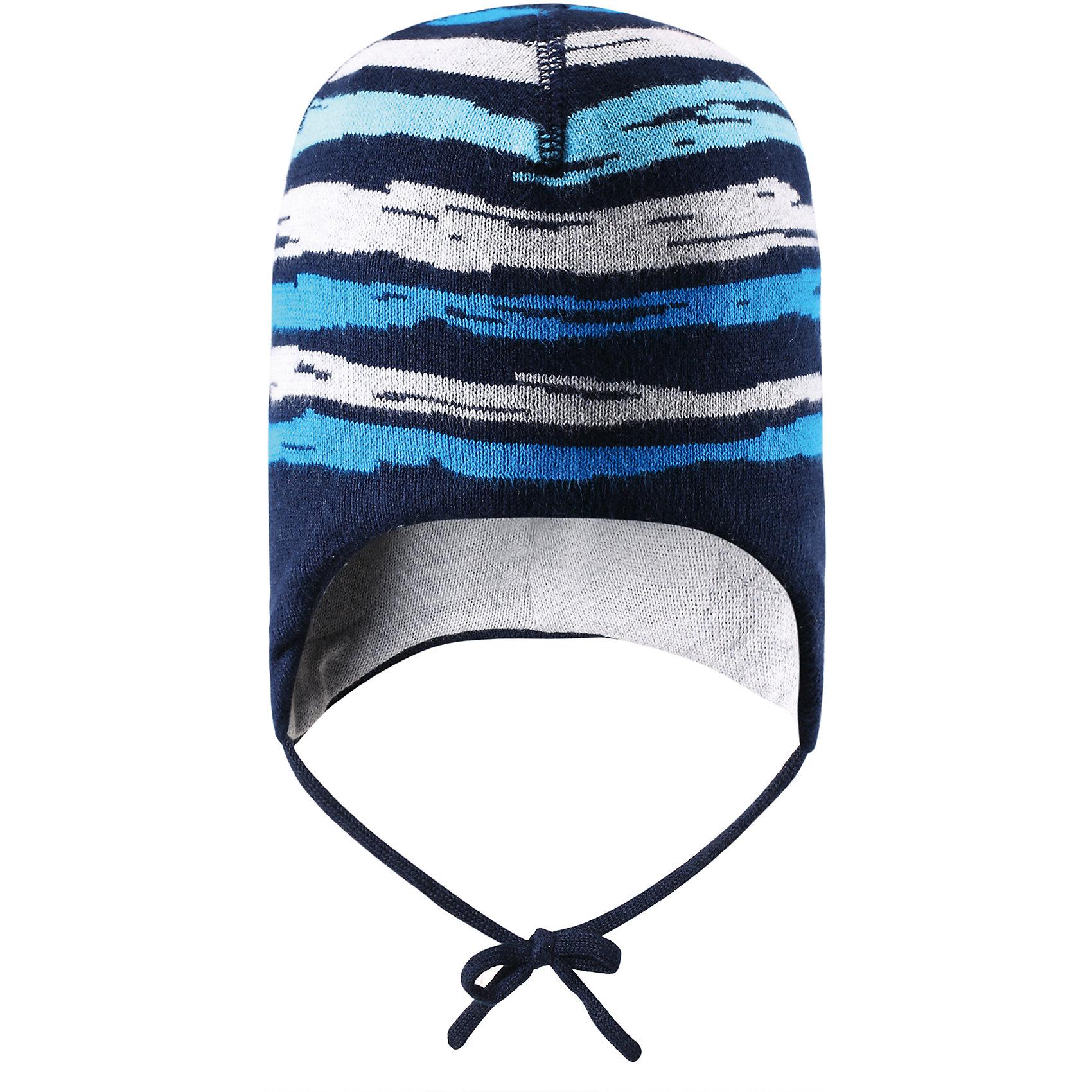 Шапка для мальчика ReimaПолоска всегда в моде! Эта спортивная шапочка для малышей изготовлена из дышащего вязаного хлопка, который обеспечит максимальный комфорт в теплую весеннюю пору.  Великолепный аксессуар, который придаст изюминку любому наряду!<br><br>Дополнительная информация:<br><br>Шапка «Бини» для малышей<br>Эластичная хлопчатобумажная ткань<br>Ветронепроницаемые вставки в области ушей<br>Частичная подкладка: хлопчатобумажная ткань<br>Логотип Reima® сзади<br>Состав:<br>100% хлопок<br>Уход:<br>Стирать по отдельности, вывернув наизнанку. Придать первоначальную форму вo влажном виде. Возможна усадка 5 %.<br><br>Ширина мм: 89<br>Глубина мм: 117<br>Высота мм: 44<br>Вес г: 155<br>Цвет: синий<br>Возраст от месяцев: 9<br>Возраст до месяцев: 12<br>Пол: Мужской<br>Возраст: Детский<br>Размер: 48,50,52,46<br>SKU: 4498075