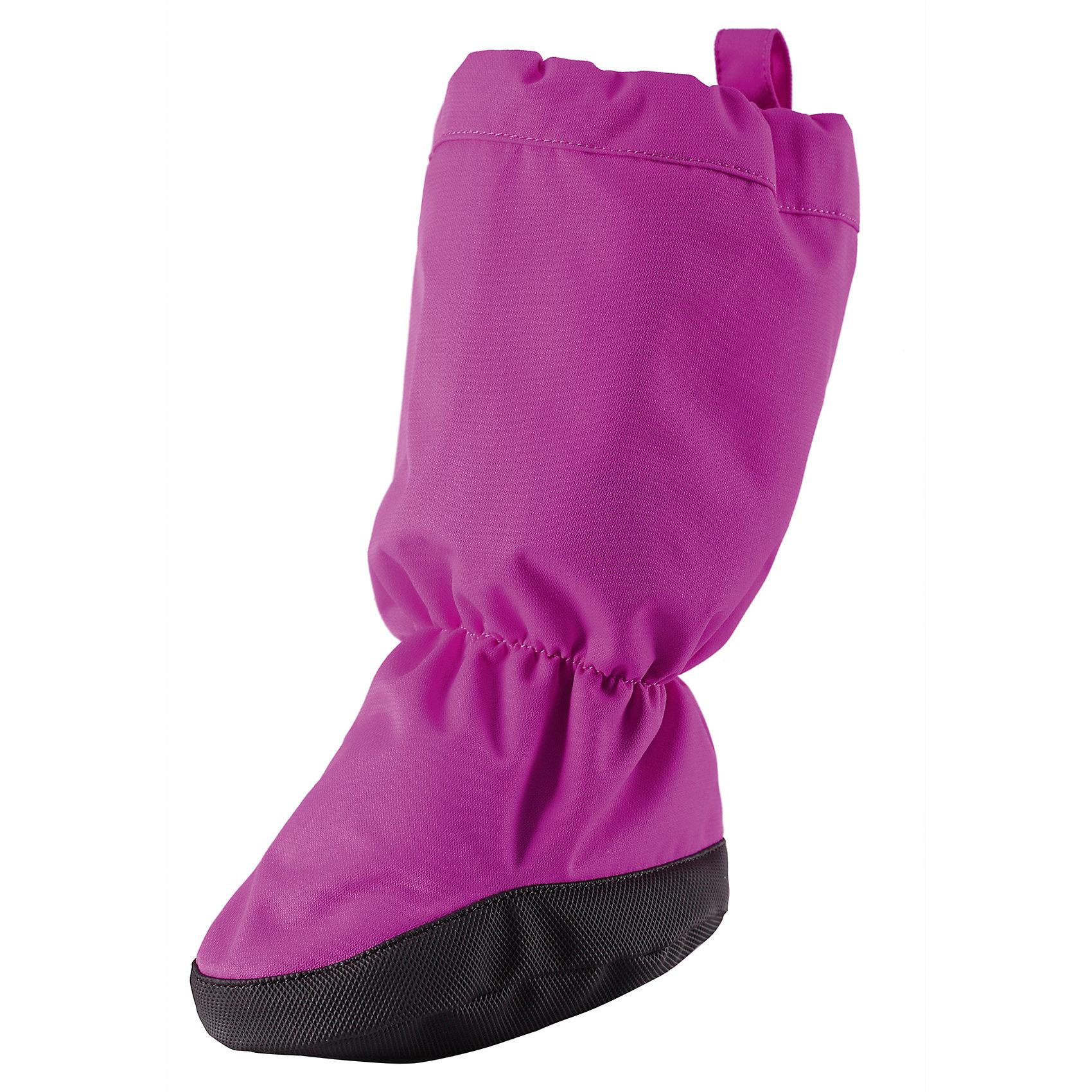 Пинетки для девочки ReimaЭти универсальные, теплые и удобные ботиночки для малышей идеально подходят для прогулок в коляске-люльке и в прогулочной коляске. Ботиночки сделаны из ветро- и водонепроницаемого, грязеотталкивающего материала, который защитит от случайного попадания воды и при мелком дожде. Легко одеваются, благодаря эластичной тесьме по краю и на лодыжках! Противоскользящая подошва понадобится на скользкой поверхности. Обратите внимание, что ботиночки не полностью водонепроницаемы, хотя основной материал именно такой.<br><br>Дополнительная информация:<br><br>Пинетки для малышей<br>Водоотталкивающий, ветронепроницаемый и «дышащий» материал<br>Легкая степень утепления<br>Обратите внимание, что изделие не является полностью водонепроницаемым<br>Антискользящая поверхность подошвы<br>Молния облегчает процесс одевания<br>Состав:<br>100% ПА, ПУ-покрытие<br>Уход:<br>Стирать по отдельности.Стирать моющим средством, не содержащим отбеливающие вещества. Полоскать без специального средства. Сушение в сушильном шкафу разрешено при  низкой температуре.<br><br>Ширина мм: 152<br>Глубина мм: 126<br>Высота мм: 93<br>Вес г: 242<br>Цвет: розовый<br>Возраст от месяцев: 0<br>Возраст до месяцев: 12<br>Пол: Женский<br>Возраст: Детский<br>Размер: 0,1,2<br>SKU: 4498085