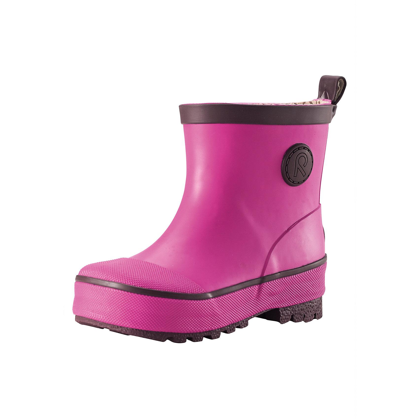 Резиновые сапоги для девочки ReimaВеликолепные однотонные резиновые ботинки для малышей, легко комбинируются с различной одеждой. Ботинки оснащены удобной хлопчатобумажной подкладкой, а съемные стельки с принтом Happy Fit помогут подобрать правильный размер. Резиновые ботинки Reima® специально разработаны для маленьких детей – высота голенища тщательно подобрана для удобства детской ножки, поэтому ботинки легко одеваются, но обеспечивают необходимую защиту. Штрипки брюк или комбинезона будут оставаться неподвижными и расположатся как раз перед каблуком благодаря канавке на подошве. Структурированная резиновая подошва гарантирует хорошее сцепление на любой поверхности. Обратите внимание на рефлектор на задней части для дополнительной безопасности.<br><br>Дополнительная информация:<br><br>Резиновые сапоги для малышей<br>Основной материал на 40 % состоит из натурального каучука, не содержит поливинилхлорида<br>Хлопчатобумажная подкладка<br>Съемные стельки с рисунком Happy Fit, которые помогают определить размер<br>Подъем обуви рассчитан на маленьких детей<br>Отражатель на заднике<br>Состав:<br>Подошва: резина, Верх: резина<br>Уход:<br>После использования резиновые сапоги следует почистить. Храните сапоги в темном прохладном месте: выпрямив их голенища.<br><br>Ширина мм: 237<br>Глубина мм: 180<br>Высота мм: 152<br>Вес г: 438<br>Цвет: розовый<br>Возраст от месяцев: 9<br>Возраст до месяцев: 12<br>Пол: Женский<br>Возраст: Детский<br>Размер: 20,24,23,21,22,19<br>SKU: 4498336