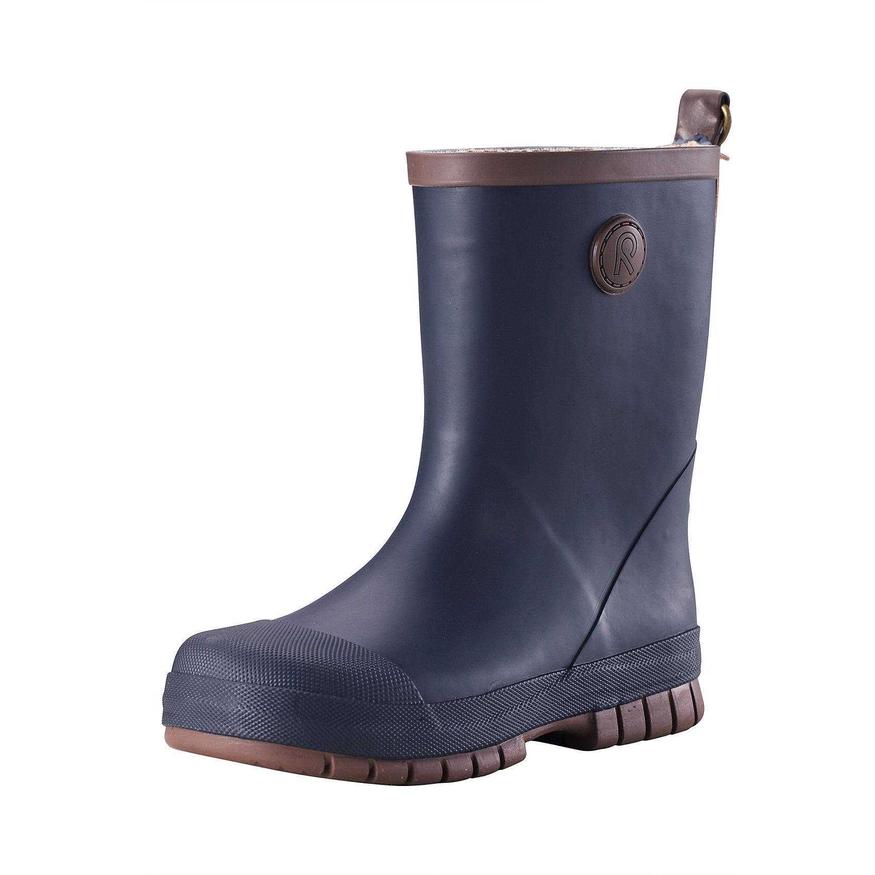 Резиновые сапоги для мальчика ReimaВеликолепные однотонные резиновые ботинки для малышей легко комбинируются с различной одеждой. Ботинки оснащены удобной хлопчатобумажной подкладкой, а съемные стельки с принтом Happy Fit помогут подобрать правильный размер. Резиновые ботинки Reima® специально разработаны для маленьких детей – высота голенища тщательно подобрана для удобства детской ножки, поэтому ботинки легко одеваются, но обеспечивают необходимую защиту. Штрипки брюк или комбинезона будут оставаться неподвижными и расположатся как раз перед каблуком благодаря канавке на подошве. Резиновая подошва гарантирует хорошее сцепление на любой поверхности. Обратите внимание на рефлектор на задней части для дополнительной безопасности.<br><br>Дополнительная информация:<br><br>Резиновые сапоги для детей<br>Основной материал на 40 % состоит из натурального каучука, не содержит поливинилхлорида<br>Хлопчатобумажная подкладка<br>Съемные стельки с рисунком Happy Fit, которые помогают определить размер<br>Отражатель на заднике<br>Состав:<br>Подошва: резина, Верх: резина<br>Уход:<br>После использования резиновые сапоги следует почистить. Храните сапоги в темном прохладном месте: выпрямив их голенища.<br><br>Ширина мм: 237<br>Глубина мм: 180<br>Высота мм: 152<br>Вес г: 438<br>Цвет: синий<br>Возраст от месяцев: 72<br>Возраст до месяцев: 84<br>Пол: Мужской<br>Возраст: Детский<br>Размер: 30,34,38,36,35,25,27,28,33,37,32,31,29,26<br>SKU: 4498416