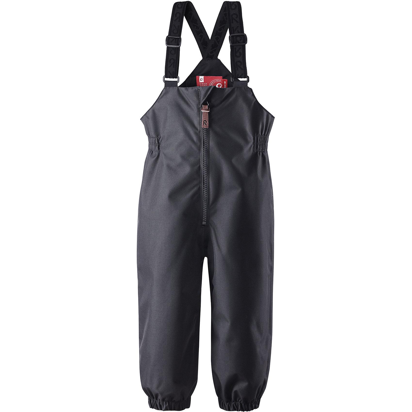 Брюки для мальчика ReimaЭти водонепроницаемые брюки для малышей для прогулок на воздухе весной и осенью гарантируют надежную защиту от ветра и дождя. Они хорошо комбинируются со всеми демисезонными куртками для младенцев Reima®. Удобные, эластичные подтяжки регулируются, предоставляя пространство на вырост. Эластичные штрипки удобно фиксируют низ брючин при ходьбе, защищая щиколотки во время игр на воздухе.<br><br>Дополнительная информация:<br><br>Брюки демисезонные для малышей<br>Водонепроницаемость: 10000 мм<br>Основные швы проклеены и не пропускают влагу<br>Водоотталкивающий, ветронепроницаемый, «дышащий» и грязеотталкивающий материал<br>Гладкая подкладка из полиэстра<br>Съемные эластичные штрипки<br>Регулируемые эластичные подтяжки<br>Безопасные светоотражающие детали<br>Состав:<br>100% ПЭ, ПУ-покрытие<br>Уход:<br>Стирать по отдельности, вывернув наизнанку. Застегнуть молнии и липучки. Стирать моющим средством, не содержащим отбеливающие вещества. Полоскать без специального средства. Во избежание изменения цвета изделие необходимо вынуть из стиральной машинки незамедлительно после окончания программы стирки. Сушить при низкой температуре.<br><br>Ширина мм: 215<br>Глубина мм: 88<br>Высота мм: 191<br>Вес г: 336<br>Цвет: черный<br>Возраст от месяцев: 9<br>Возраст до месяцев: 12<br>Пол: Мужской<br>Возраст: Детский<br>Размер: 80,92,98,86<br>SKU: 4498527