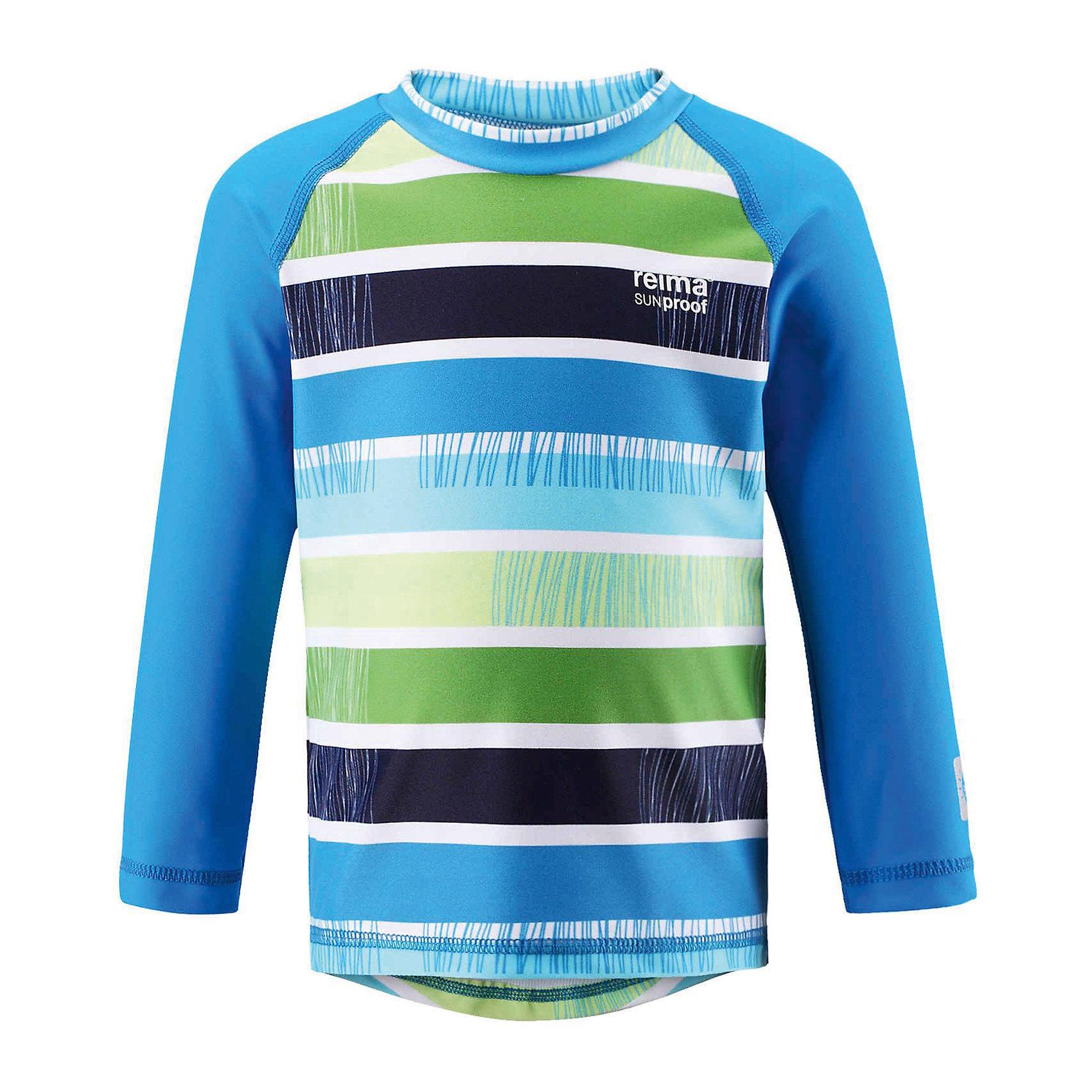 Футболка ReimaБегать по пляжу, купаться в море, играть на солнце -  все безопасно с УФ-фильтром 50+! Цветная рубашка для малышей с длинными рукавами сделана из эластичного материала SunProof, который защищает от вредных солнечных лучей и быстро сохнет. Благодаря этой рубашке игры в воде и на пляже могут длиться часами, а фигурный удлиненный подол обеспечит дополнительную защиту нижней части спины! <br><br>Дополнительная информация:<br><br>Солнцезащитная футболка для малышей<br>Плавательная футболка с длинными рукавами<br>Фактор защиты от ультрафиолета 50+<br>Удлиненный подол сзади для дополнительной защиты<br>Спортивные полоски<br>Состав:<br>80% ПА 20% ЭЛ<br>Уход:<br>Стирать с бельем одинакового цвета, вывернув наизнанку. Полоскать без специального средства. Сушить в защищенном от солнца месте.<br><br>Ширина мм: 199<br>Глубина мм: 10<br>Высота мм: 161<br>Вес г: 151<br>Цвет: голубой<br>Возраст от месяцев: 12<br>Возраст до месяцев: 18<br>Пол: Унисекс<br>Возраст: Детский<br>Размер: 86,74,80,92<br>SKU: 4498636