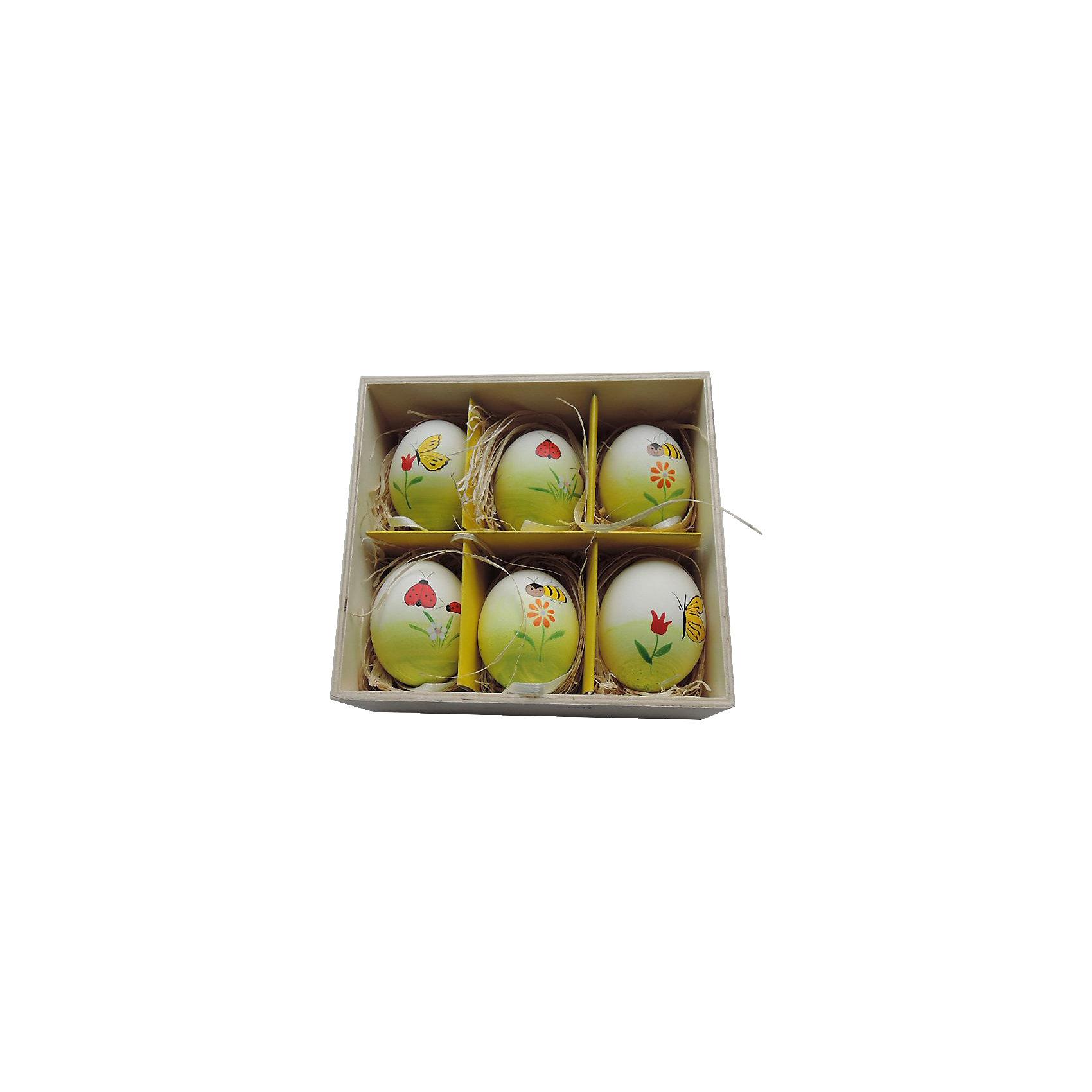 Декоративный набор пасхальных яиц Пчелки 6 штДекоративное подвесное пасхальное яйцо - идеальный вариант для украшения дома к празднику или же для пасхального сувенира. Подвески выполнены из натуральной скорлупы, украшены нежными рисунками, имеют специальные текстильные петельки для подвешивания. В комплекте - 6 пасхальных яиц, расположенных в оригинальном  деревянного ящичке с подложкой из лыко.<br><br>Дополнительная информация:<br><br>- Материал: скорлупа куриного яйца, текстиль, лыко.<br>- Размер яйца: 4 см х 4 см х 5,5 см.<br>- Размер упаковки: 16х15х6 см.<br>- 6 штук в наборе. <br>- Цвет: желтый, белый, зеленый, красный. <br><br>Декоративный набор пасхальных яиц Пчелки, 6 шт, можно купить в нашем магазине.<br><br>Ширина мм: 55<br>Глубина мм: 140<br>Высота мм: 150<br>Вес г: 143<br>Возраст от месяцев: 36<br>Возраст до месяцев: 2147483647<br>Пол: Унисекс<br>Возраст: Детский<br>SKU: 4501206