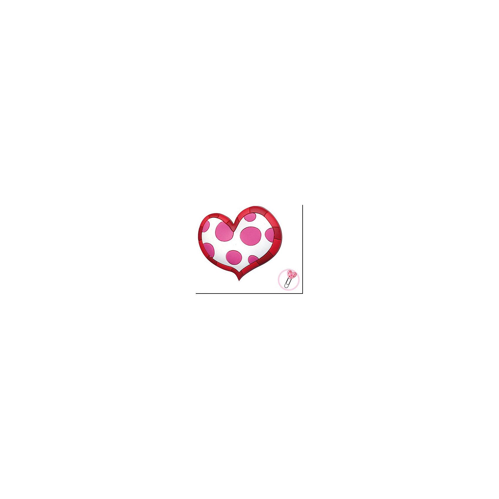 Закладка-сувенир для книг Пятнистое сердцеШкольные аксессуары<br>Закладка-сувенир для книг Пятнистое сердце станет приятным и романтичным аксессуаром на день всех влюбленных или еще одним поводом порадовать близкого человека. Сувенир выполнен в виде белого сердечка в розовый горошек, по краям украшен контурной линией. Оснащен скрепкой, которая служит закладкой для страниц. <br><br>Дополнительная информация:<br><br>- Материал: ПВХ.<br>- Размер сувенира: 13 см.<br><br>Закладку-сувенир для книг Пятнистое сердце, Премьер-игрушка, можно купить в нашем интернет-магазине.<br><br>Ширина мм: 130<br>Глубина мм: 5<br>Высота мм: 20<br>Вес г: 6<br>Возраст от месяцев: 72<br>Возраст до месяцев: 2147483647<br>Пол: Унисекс<br>Возраст: Детский<br>SKU: 4512291