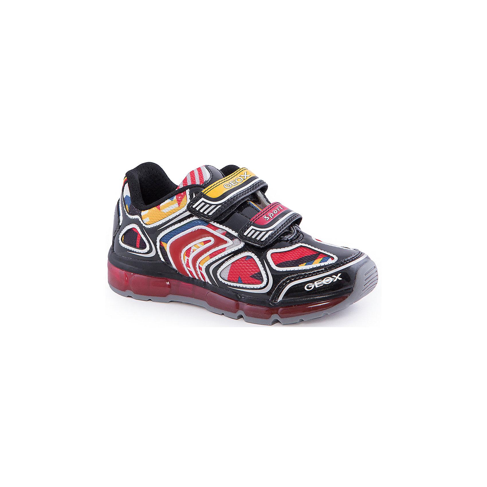 Кроссовки со светодиодами для мальчика GEOXКроссовки для мальчика от популярной марки GEOX (Геокс).<br><br>Яркие стильные кроссовки - отличная обувь для нового весеннего сезона. Модель очень стильно и оригинально смотрится.<br>Производитель обуви заботится не только о внешнем виде, но и стабильно высоком качестве продукции. GEOX (Геокс) разработал специальную дышащую подошву, которая не пропускает влагу внутрь, а также высокотехнологичную стельку.<br><br>Отличительные особенности модели:<br><br>- цвет: черный;<br>- декорированы яркими элементами;<br>- гибкая водоотталкивающая подошва с дышащей мембраной;<br>- мягкий и легкий верх;<br>- защита пальцев и пятки;<br>- стильный дизайн;<br>- удобная застежка-липучка;<br>- комфортное облегание;<br>- верх обуви и подкладка сделаны без использования хрома.<br><br>Дополнительная информация:<br><br>- Температурный режим: от +10° С до 25° С.<br><br>- Состав:<br><br>материал верха: текстиль, синтетический материал<br>материал подкладки: текстиль<br>подошва: 100% резина<br><br>Кроссовки для мальчика GEOX (Геокс) (Геокс) можно купить в нашем магазине.<br><br>Ширина мм: 250<br>Глубина мм: 150<br>Высота мм: 150<br>Вес г: 250<br>Цвет: черный<br>Возраст от месяцев: 96<br>Возраст до месяцев: 108<br>Пол: Мужской<br>Возраст: Детский<br>Размер: 31,36,32,27,33,34,35,37,30,29,26,28<br>SKU: 4518765