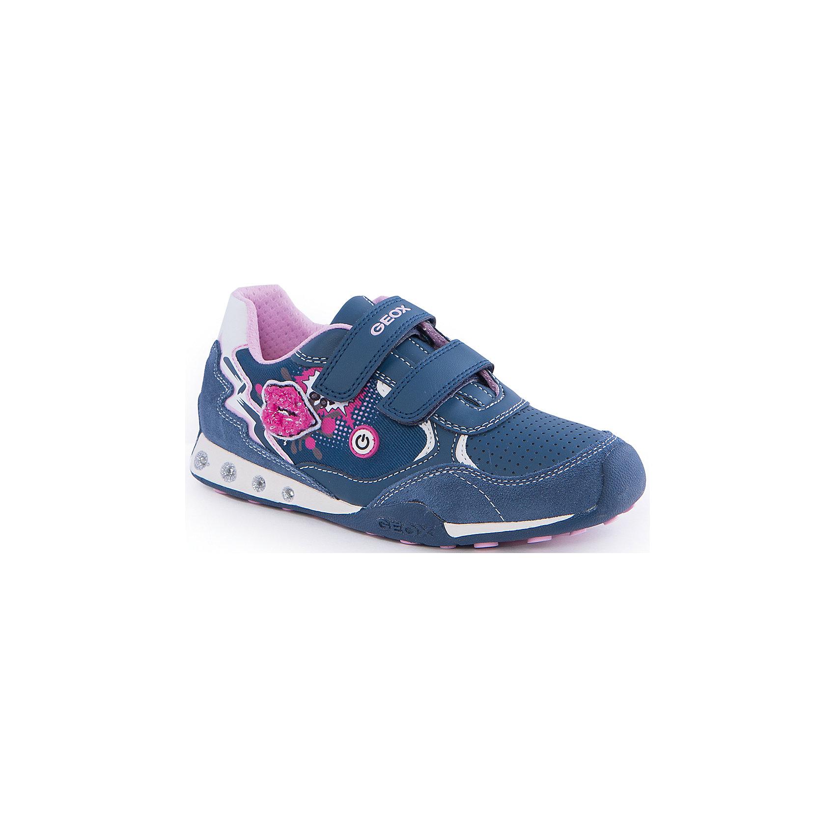 Кроссовки со светодиодами для девочки GEOXКроссовки для девочки от популярной марки GEOX (Геокс).<br><br>Оригинальные и удобные кроссовки - отличная обувь для нового весеннего сезона. Эта модель создана специально для девочек.<br>Производитель обуви заботится не только о внешнем виде, но и стабильно высоком качестве продукции. GEOX (Геокс) разработал специальную дышащую подошву, которая не пропускает влагу внутрь, а также высокотехнологичную стельку.<br><br>Отличительные особенности модели:<br><br>- цвет: синий;<br>- декорированы принтом и аппликацией;<br>- гибкая водоотталкивающая подошва с дышащей мембраной;<br>- мягкий и легкий верх;<br>- защита пальцев и пятки;<br>- стильный дизайн;<br>- удобная застежка-липучка;<br>- комфортное облегание;<br>- верх обуви и подкладка сделаны без использования хрома.<br><br>Дополнительная информация:<br><br>- Температурный режим: от +10° С до 25° С.<br><br>- Состав:<br><br>материал верха: текстиль, синтетический материал<br>материал подкладки: текстиль<br>подошва: 100% резина<br><br>Кроссовки для девочки GEOX (Геокс) (Геокс) можно купить в нашем магазине.<br><br>Ширина мм: 250<br>Глубина мм: 150<br>Высота мм: 150<br>Вес г: 250<br>Цвет: синий<br>Возраст от месяцев: 96<br>Возраст до месяцев: 108<br>Пол: Женский<br>Возраст: Детский<br>Размер: 32,26,29,27,28,30,31,34,35,37,36,33<br>SKU: 4518990