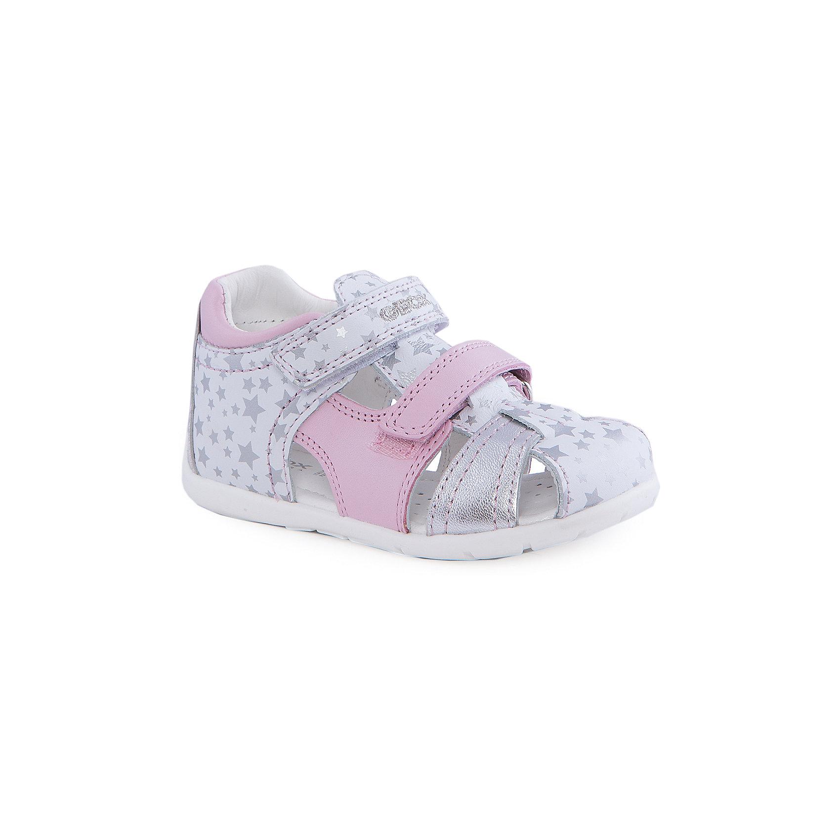 Босоножки для девочки GEOXБосоножки для девочки от популярной марки GEOX (Геокс).<br><br>Легкие босоножки - отличная обувь для нового весенне-летнего сезона. Модель очень стильно и оригинально смотрится.<br>Производитель обуви заботится не только о внешнем виде, но и стабильно высоком качестве продукции. GEOX (Геокс) разработал специальную дышащую подошву, которая не пропускает влагу внутрь, а также высокотехнологичную стельку.<br><br>Отличительные особенности модели:<br><br>- цвет: белый;<br>- украшены розовыми и серебристыми элементами;<br>- гибкая водоотталкивающая подошва с дышащей мембраной;<br>- мягкий и легкий верх;<br>- защита пальцев;<br>- стильный дизайн;<br>- застежки-липучки;<br>- комфортное облегание;<br>- верх обуви и подкладка сделаны без использования хрома.<br><br>Дополнительная информация:<br><br>- Состав:<br><br>материал верха: натуральная кожа<br>материал подкладки: натуральная кожа<br>подошва: полимерный материал<br><br>Босоножки для девочки GEOX (Геокс) (Геокс) можно купить в нашем магазине.<br><br>Ширина мм: 262<br>Глубина мм: 176<br>Высота мм: 97<br>Вес г: 427<br>Цвет: белый<br>Возраст от месяцев: 12<br>Возраст до месяцев: 15<br>Пол: Женский<br>Возраст: Детский<br>Размер: 21,25,22,23,24<br>SKU: 4519212