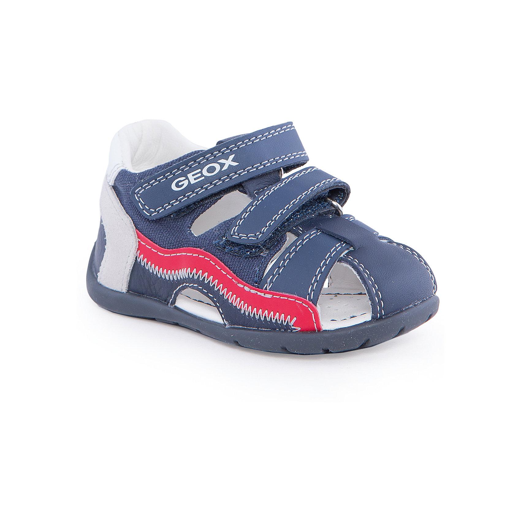 Сандалии для мальчика GEOXОбувь для мальчиков<br>Сандалии для мальчика от популярной марки GEOX (Геокс).<br><br>Модные сандалии - отличная обувь для нового летнего сезона. Эта модель создана специально для мальчиков, она очень стильно и оригинально смотрится.<br>Производитель обуви заботится не только о внешнем виде, но и стабильно высоком качестве продукции. GEOX (Геокс) разработал специальную высокотехнологичную стельку. Вся обувь делается только из качественных и надежных материалов.<br><br>Отличительные особенности модели:<br><br>- цвет: синий;<br>- декорирована контрастной прошивкой и разноцветными элементами;<br>- гибкая прочная подошва;<br>- мягкий и легкий верх;<br>- защита пятки;<br>- стильный дизайн;<br>- анатомическая дышащая стелька;<br>- удобные застежки - липучки;<br>- комфортное облегание.<br><br>Дополнительная информация:<br><br>- Сезон: весна/лето.<br><br>- Состав:<br><br>материал верха: натуральная кожа;<br>стелька: натуральная кожа;<br>подошва: полимер.<br><br>Сандалии для мальчика GEOX (Геокс) можно купить в нашем магазине.<br><br>Ширина мм: 262<br>Глубина мм: 176<br>Высота мм: 97<br>Вес г: 427<br>Цвет: синий<br>Возраст от месяцев: 12<br>Возраст до месяцев: 15<br>Пол: Мужской<br>Возраст: Детский<br>Размер: 21,25,24,23,22<br>SKU: 4519230
