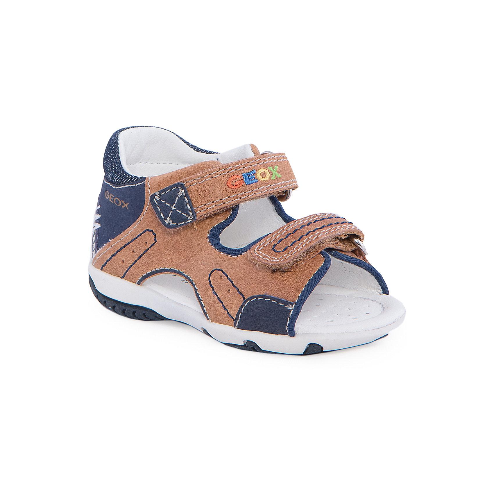 Сандалии для мальчика GEOXСандалии для мальчика от популярной марки GEOX (Геокс).<br><br>Модные сандалии - отличная обувь для нового летнего сезона. Эта модель создана специально для мальчиков, она очень стильно и оригинально смотрится.<br>Производитель обуви заботится не только о внешнем виде, но и стабильно высоком качестве продукции. GEOX (Геокс) разработал специальную высокотехнологичную стельку. Вся обувь делается только из качественных и надежных материалов.<br><br>Отличительные особенности модели:<br><br>- цвет: бежевый синий;<br>- декорирована контрастной прострочкой и вышивкой;<br>- гибкая прочная подошва;<br>- мягкий и легкий верх;<br>- защита пятки;<br>- стильный дизайн;<br>- анатомическая дышащая стелька;<br>- удобные застежки - липучки;<br>- комфортное облегание.<br><br>Дополнительная информация:<br><br>- Сезон: весна/лето.<br><br>- Состав:<br><br>материал верха: натуральная кожа;<br>стелька: натуральная кожа;<br>подошва: полимер.<br><br>Сандалии для мальчика GEOX (Геокс) можно купить в нашем магазине.<br><br>Ширина мм: 262<br>Глубина мм: 176<br>Высота мм: 97<br>Вес г: 427<br>Цвет: коричневый<br>Возраст от месяцев: 18<br>Возраст до месяцев: 21<br>Пол: Мужской<br>Возраст: Детский<br>Размер: 23,25,24,21,22<br>SKU: 4519236