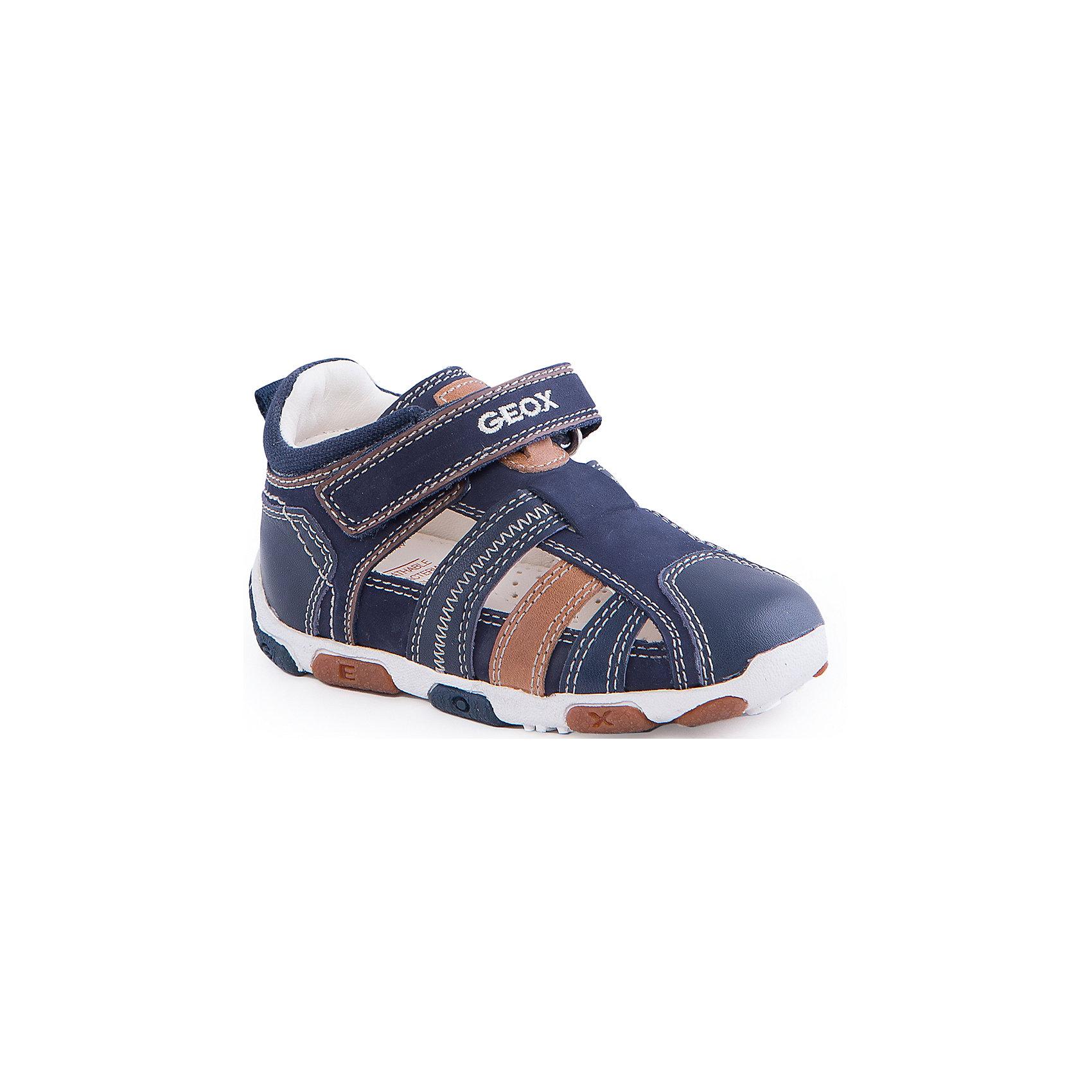 Сандалии для мальчика GEOXСандалии для мальчика от популярной марки GEOX (Геокс).<br><br>В стильных сандалиях из натуральной кожи ребенок будет выглядеть модно, а чувствовать себя - комфортно!<br>Производитель обуви заботится не только о внешнем виде, но и стабильно высоком качестве продукции. GEOX (Геокс) разработал специальную дышащую подошву, которая не пропускает влагу внутрь, а также высокотехнологичную стельку.<br><br>Отличительные особенности модели:<br><br>- цвет: синий;<br>- декорированы белыми и коричневыми элементами, прострочкой;<br>- гибкая водоотталкивающая подошва с дышащей мембраной;<br>- мягкий и легкий верх;<br>- защита пальцев и пятки;<br>- стильный дизайн;<br>- удобная застежка-липучка;<br>- комфортное облегание;<br>- верх обуви и подкладка сделаны без использования хрома.<br><br>Дополнительная информация:<br><br>- Состав:<br><br>материал верха: натуральная кожа<br>материал подкладки: натуральная кожа<br>подошва: резина<br><br>Сандалии для мальчика GEOX (Геокс) (Геокс) можно купить в нашем магазине.<br><br>Ширина мм: 262<br>Глубина мм: 176<br>Высота мм: 97<br>Вес г: 427<br>Цвет: синий<br>Возраст от месяцев: 12<br>Возраст до месяцев: 15<br>Пол: Мужской<br>Возраст: Детский<br>Размер: 21,22,19,20,23,24,25<br>SKU: 4519242