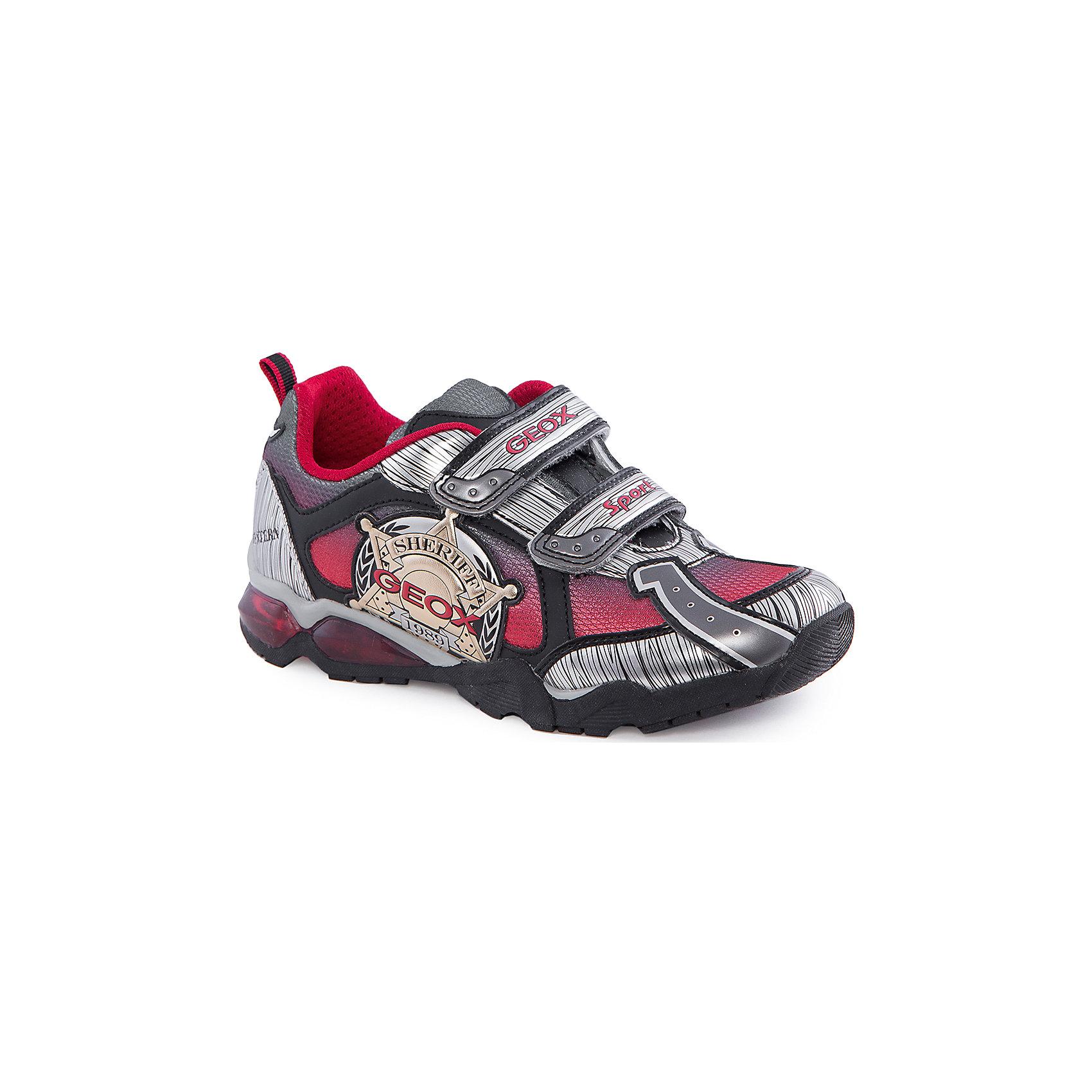 Кроссовки со светодиодами для мальчика GEOXКроссовки для мальчика от популярной марки GEOX (Геокс).<br><br>Эти модные и удобные кроссовки - отличная обувь для нового весеннего сезона. Модель очень стильно и оригинально смотрится.<br>Производитель обуви заботится не только о внешнем виде, но и стабильно высоком качестве продукции. GEOX (Геокс) разработал специальную дышащую подошву, которая не пропускает влагу внутрь, а также высокотехнологичную стельку.<br><br>Отличительные особенности модели:<br><br>- цвет: серебристый;<br>- декорированы аппликациями в тематике шериф;<br>- гибкая водоотталкивающая подошва с дышащей мембраной;<br>- мягкий и легкий верх;<br>- защита пальцев и пятки;<br>- стильный дизайн;<br>- удобная застежка-липучка;<br>- комфортное облегание;<br>- верх обуви и подкладка сделаны без использования хрома.<br><br>Дополнительная информация:<br><br>- Температурный режим: от +10° С до 25° С.<br><br>- Состав:<br><br>материал верха: текстиль, синтетический материал<br>материал подкладки: текстиль<br>подошва: 100% резина<br><br>Кроссовки для мальчика GEOX (Геокс) (Геокс) можно купить в нашем магазине.<br><br>Ширина мм: 250<br>Глубина мм: 150<br>Высота мм: 150<br>Вес г: 250<br>Цвет: серебряный<br>Возраст от месяцев: 24<br>Возраст до месяцев: 36<br>Пол: Мужской<br>Возраст: Детский<br>Размер: 26,28,29,30,31,33,34,32,35,27<br>SKU: 4519367